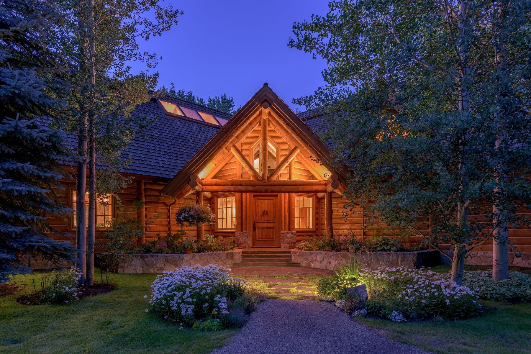 Single Family Homes للـ Sale في Adirondack Home On The Big Wood River 30 Osprey Lane, Hailey, Idaho 83333 United States
