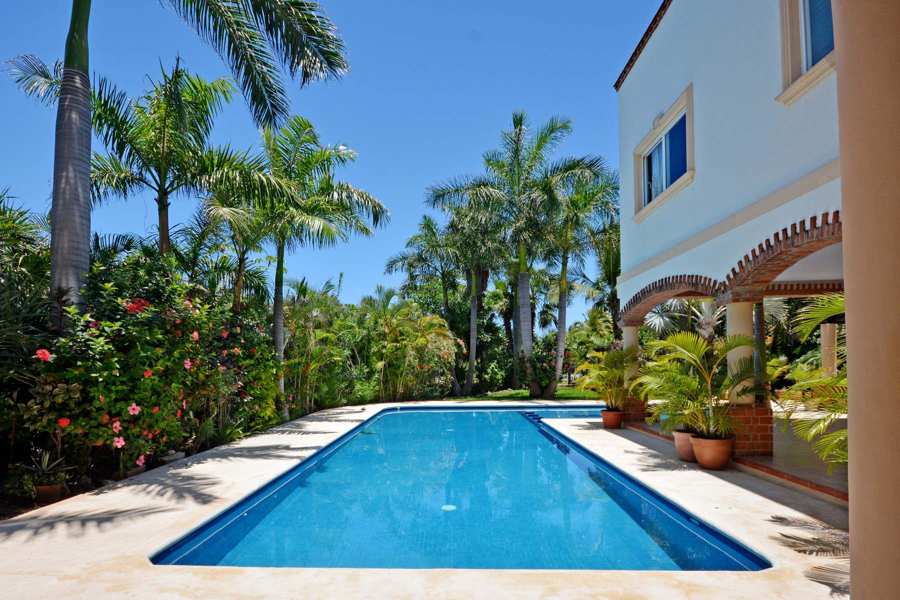 Additional photo for property listing at GRAND HOME IN A BEACHFRONT GATED COMMUNITY Grand Home in a beachfront gated community Playa Paraiso Lot 49 Playa Del Carmen, Quintana Roo 77710 Mexico