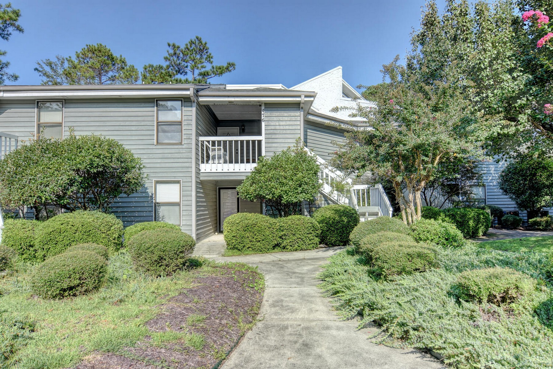 共管式独立产权公寓 为 销售 在 Charming Condo with Tranquil Backyard 710 Azalea Drive 475, 汉普斯特德, 北卡罗来纳州, 28443 美国