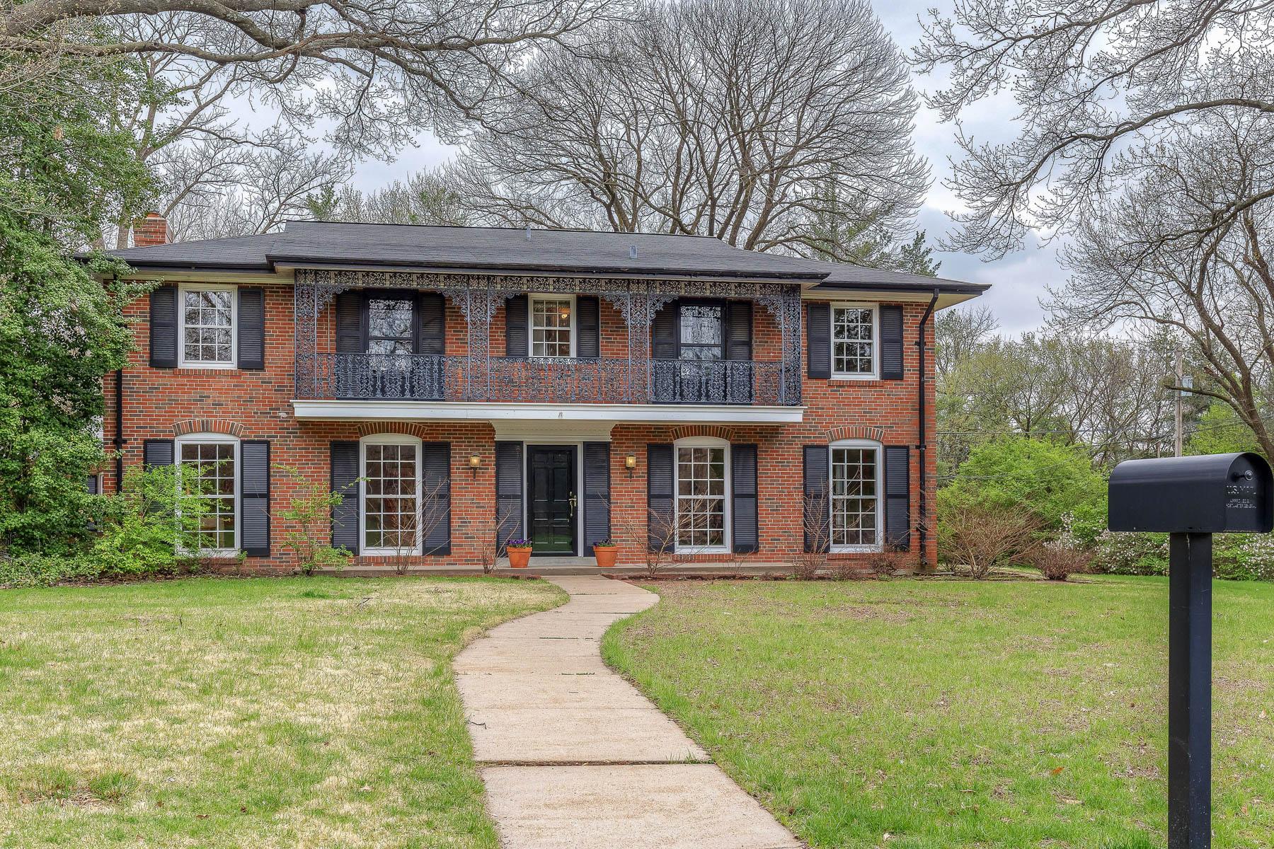 Maison unifamiliale pour l Vente à The Prado 1 The Prado Ladue, Missouri, 63124 États-Unis