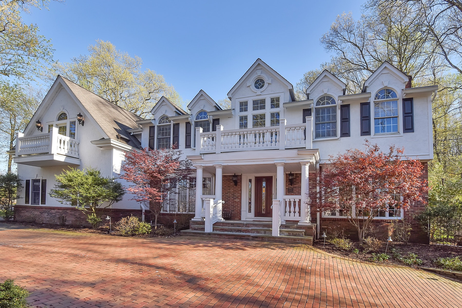 Single Family Homes for Rent at South Gate Colonial 822 Apache Road, Franklin Lakes, New Jersey 07417 United States