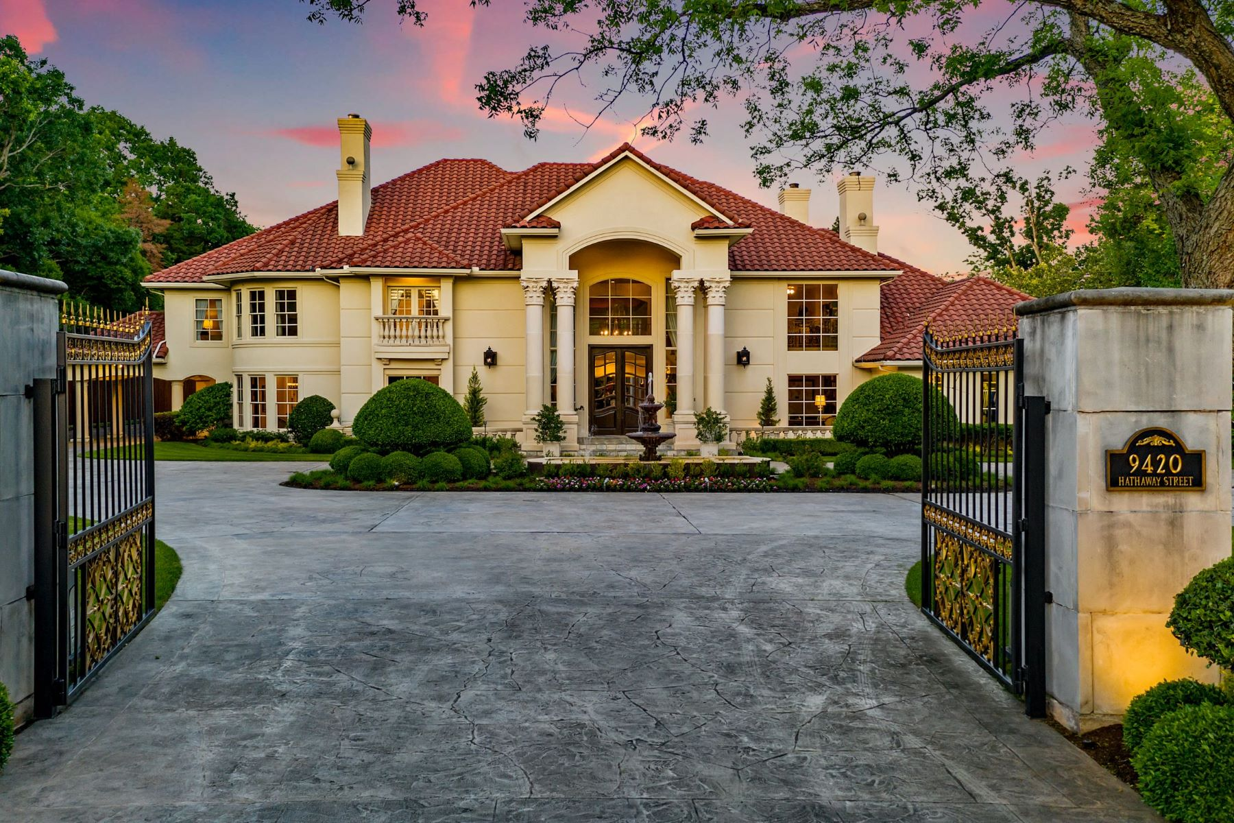 Single Family Homes for Sale at Majestic Preston Hollow estate on 1.35 acres.Expansive lush grounds, 10,255 sf 9420 Hathaway Street Dallas, Texas 75220 United States