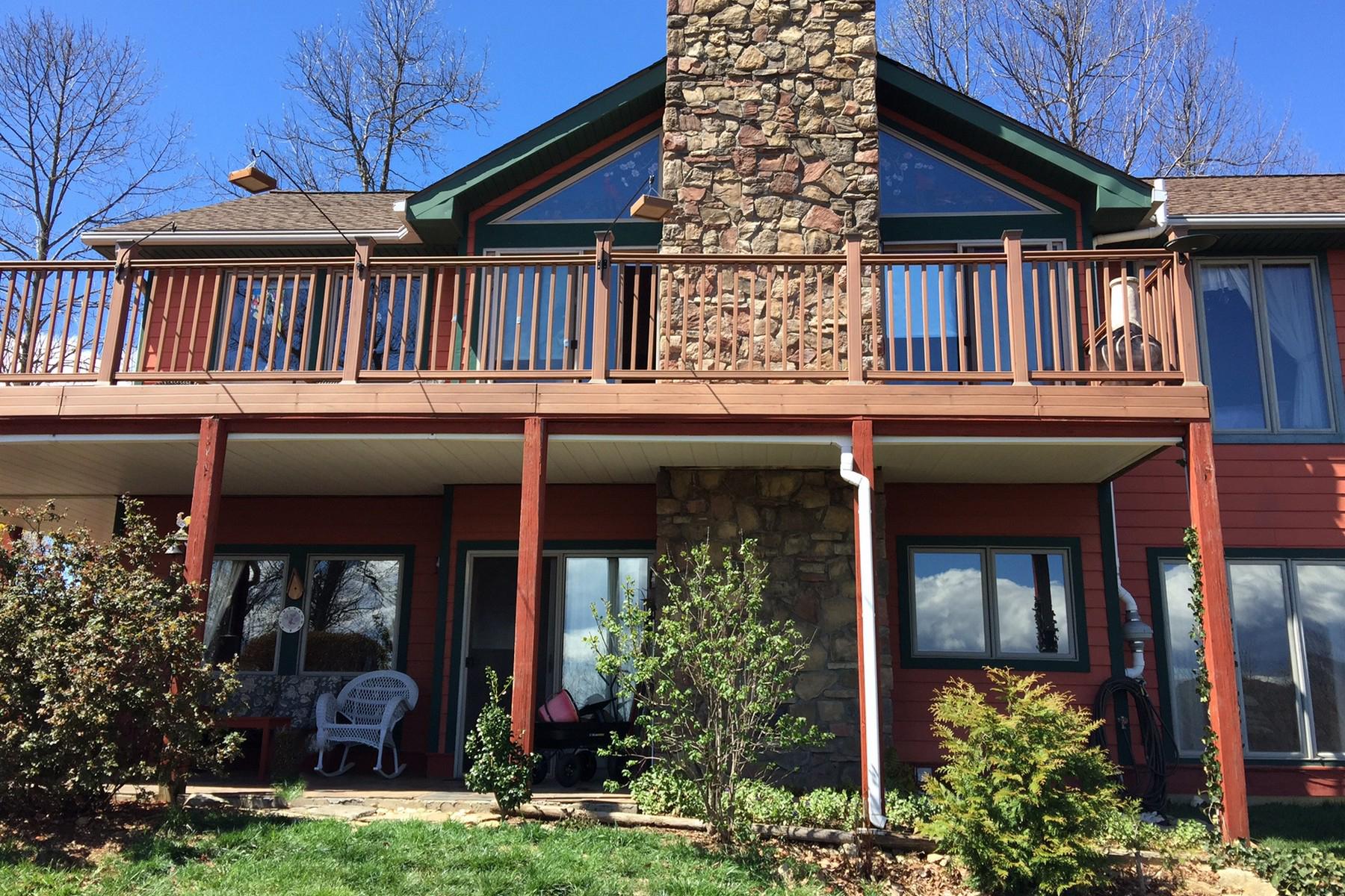 واحد منزل الأسرة للـ Sale في 60 Songbird Court, Hendersonville, NC Hendersonville, North Carolina, 28792 United States