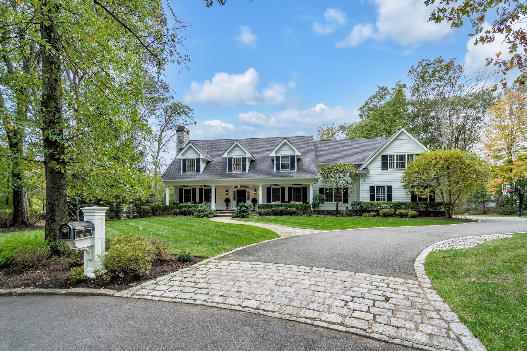Single Family Homes for Active at Sophisticated and Stunning! 3 Conklin Court Allendale, New Jersey 07401 United States