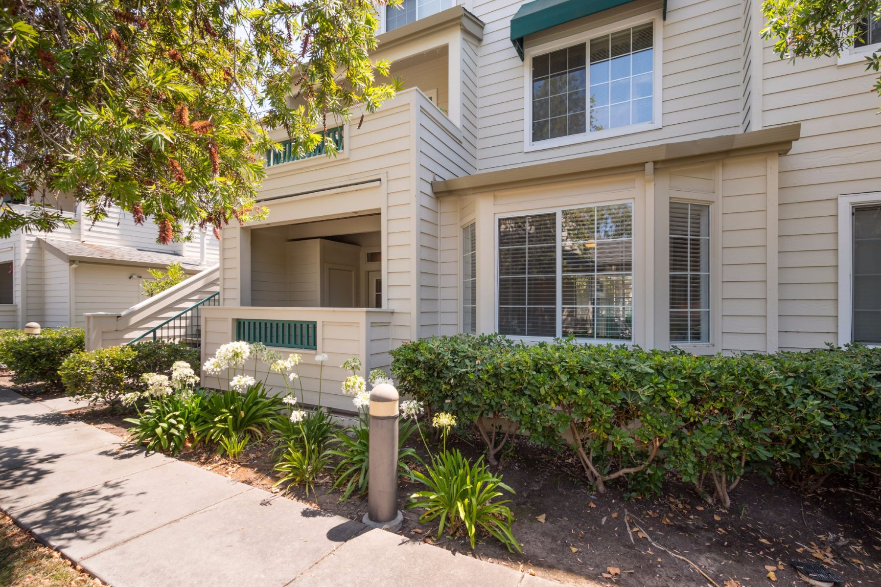 Condomínio para Venda às 2405 Hastings Shore Lane Redwood City, Califórnia, 94065 Estados Unidos