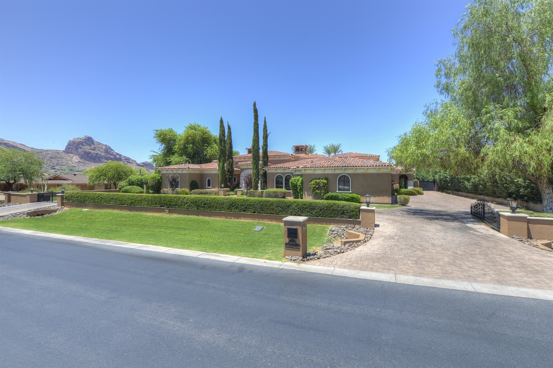 Single Family Homes for Active at Paradise Valley 6636 N Lost Dutchman Dr Paradise Valley, Arizona 85253 United States