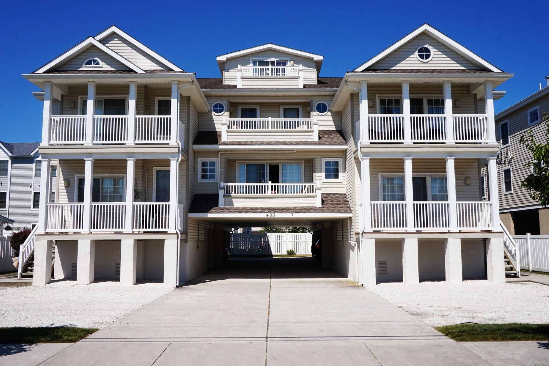 Appartement en copropriété pour l Vente à Incredible North Wildwood Condo 403 E 18th Avenue Unit 2A 1st Floor, North Wildwood, New Jersey 08260 États-Unis