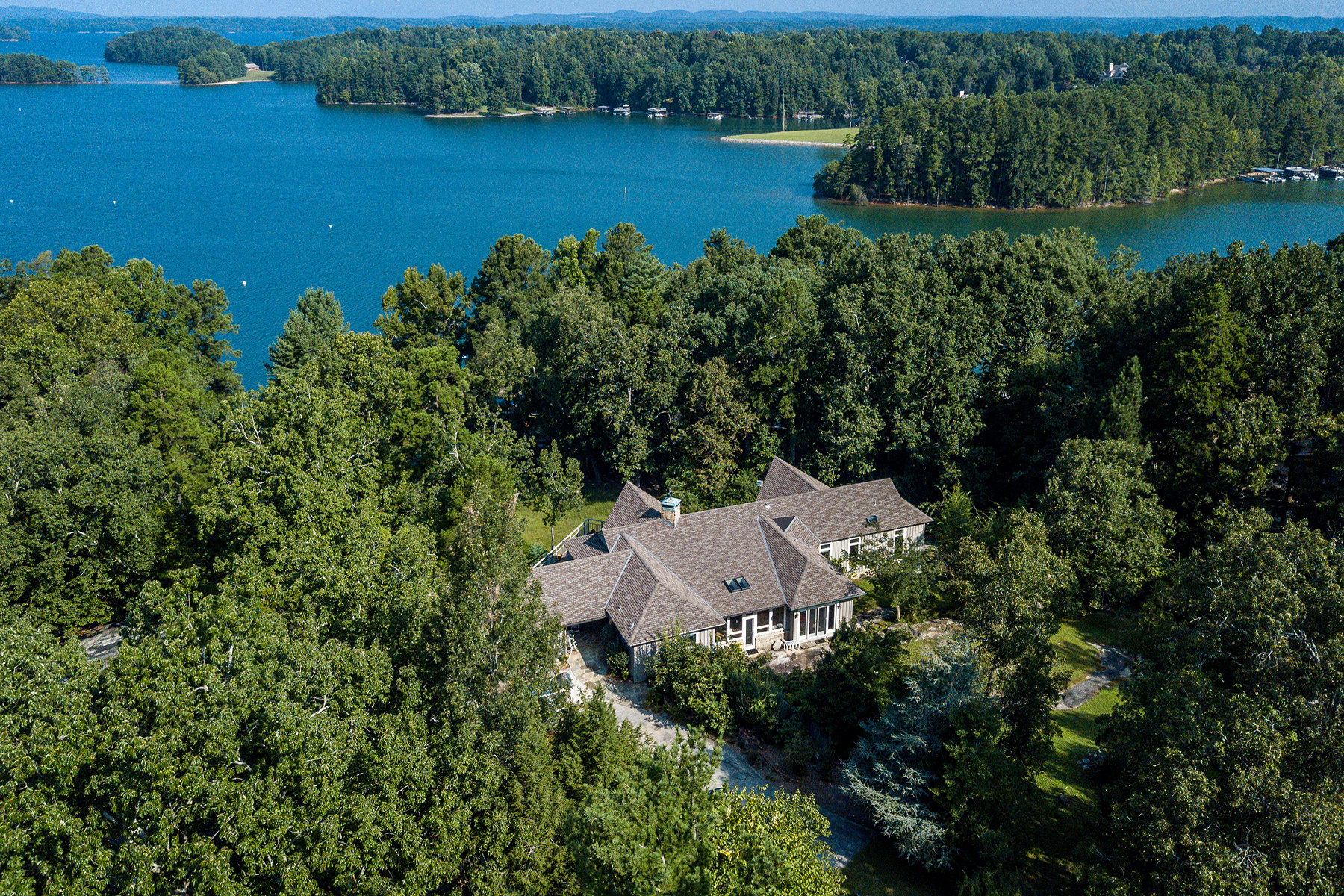 獨棟家庭住宅 為 出售 在 Open Floor Plan With Lake Lanier Views 6624 Yacht Club Dr Flowery Branch, 喬治亞州 30542 美國