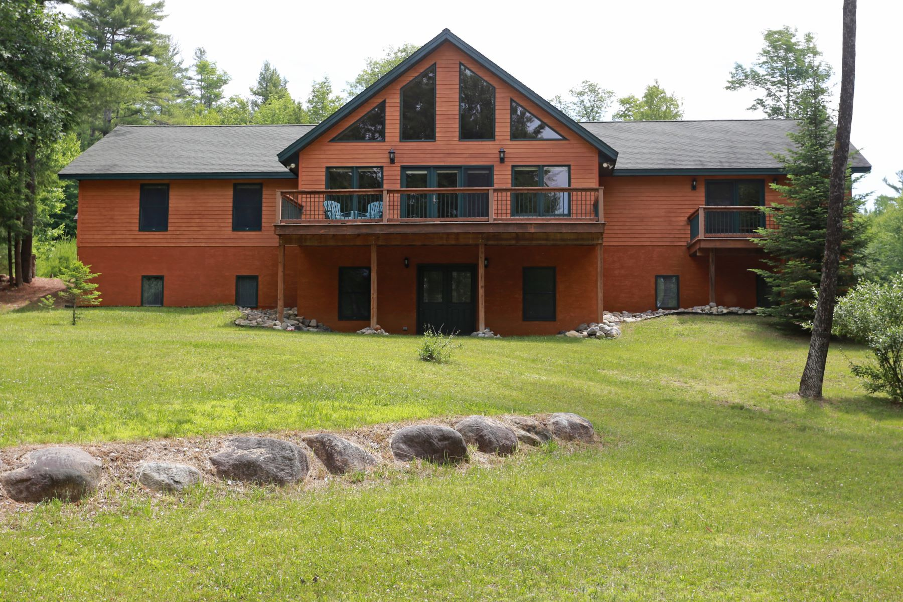 Single Family Homes vì Bán tại Custom Home on Loon Lake 67 Blythewood Isl Rd, Chester, New York 12817 Hoa Kỳ