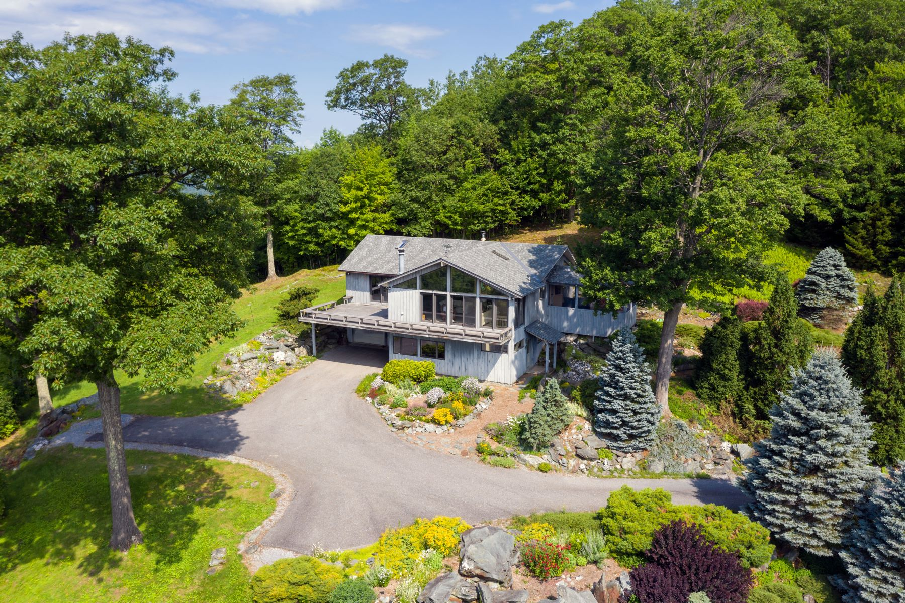 Single Family Homes for Sale at Treetop Oasis 593 Upper Meehan Rd Bristol, Vermont 05443 United States