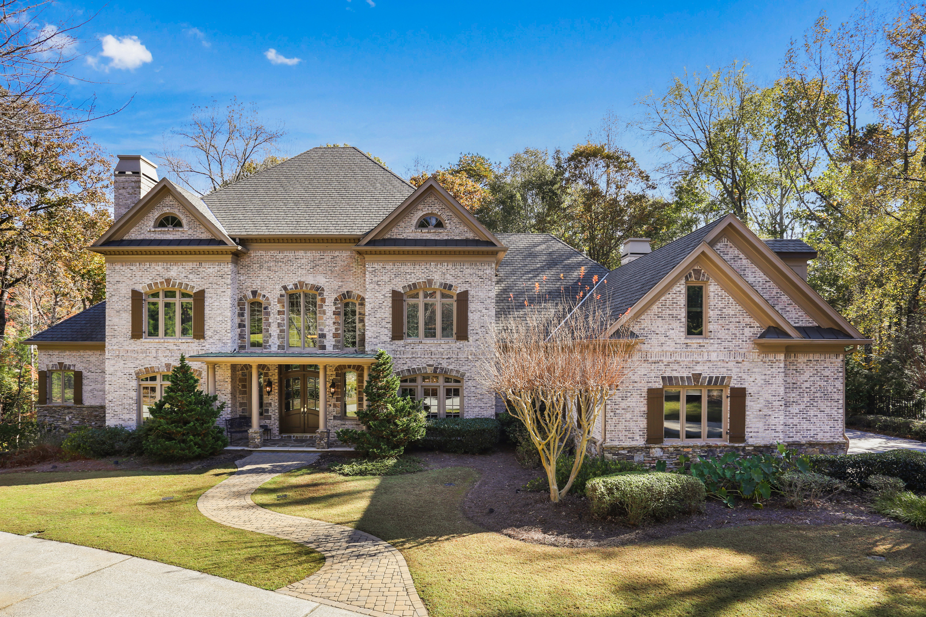 Moradia para Venda às Exceptional Brick And Stone Estate Home In Country Club Of The South 1000 Downing Street Johns Creek, Geórgia 30022 Estados Unidos