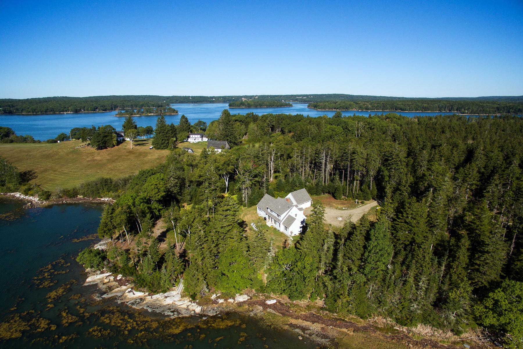 Maison unifamiliale pour l Vente à 650 Deaver Road Waldoboro, Maine, 04572 États-Unis