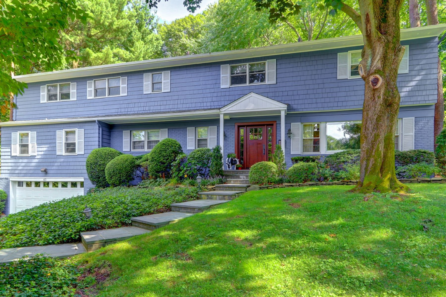 Single Family Homes for Active at 45 Fir Dr , East Hills 45 Fir Drive East Hills, New York 11576 United States