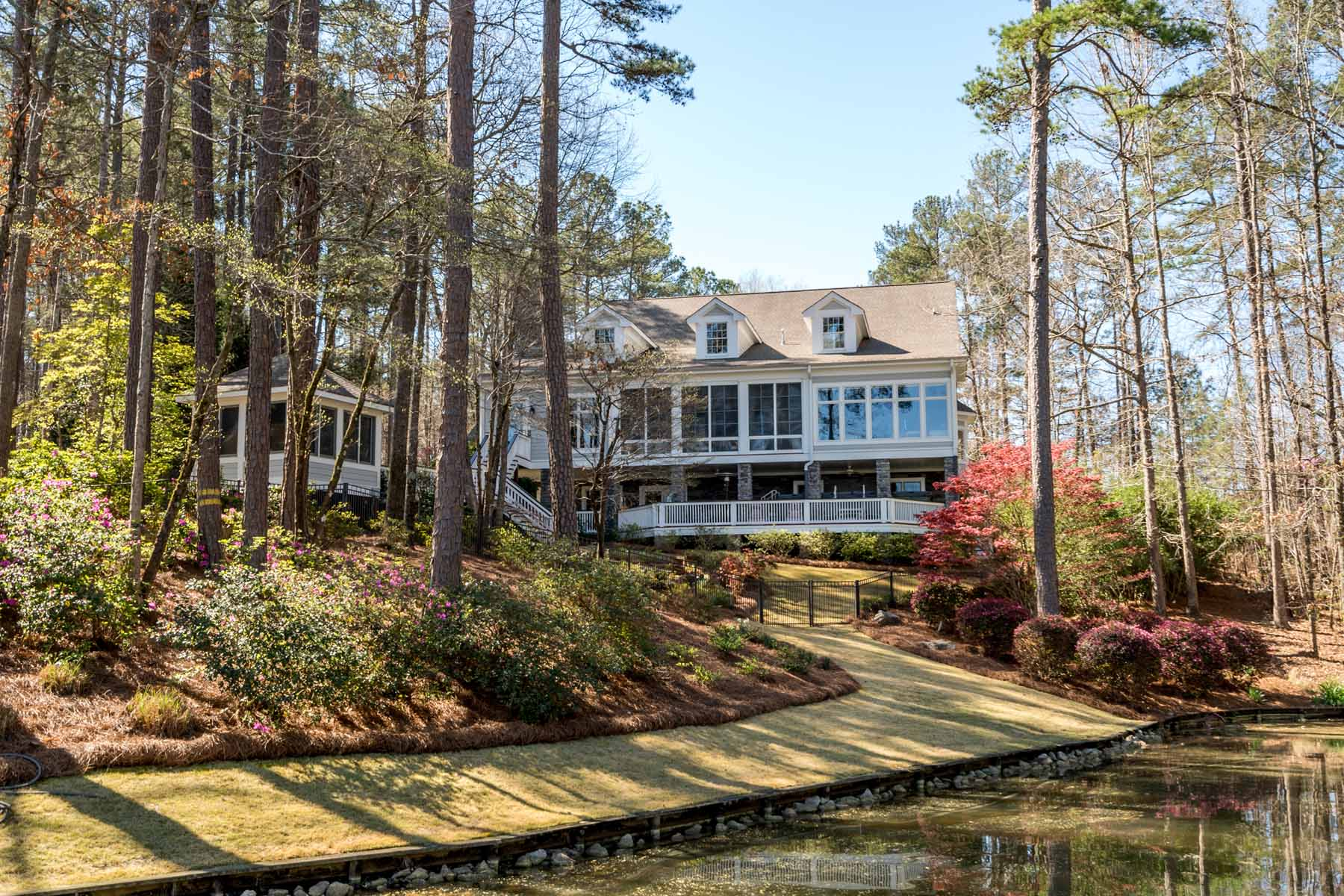 Vivienda unifamiliar por un Venta en Magnificent Reynolds Lake Oconee Waterfront Home 1081 Davison Drive Greensboro, Georgia 30641 Estados Unidos