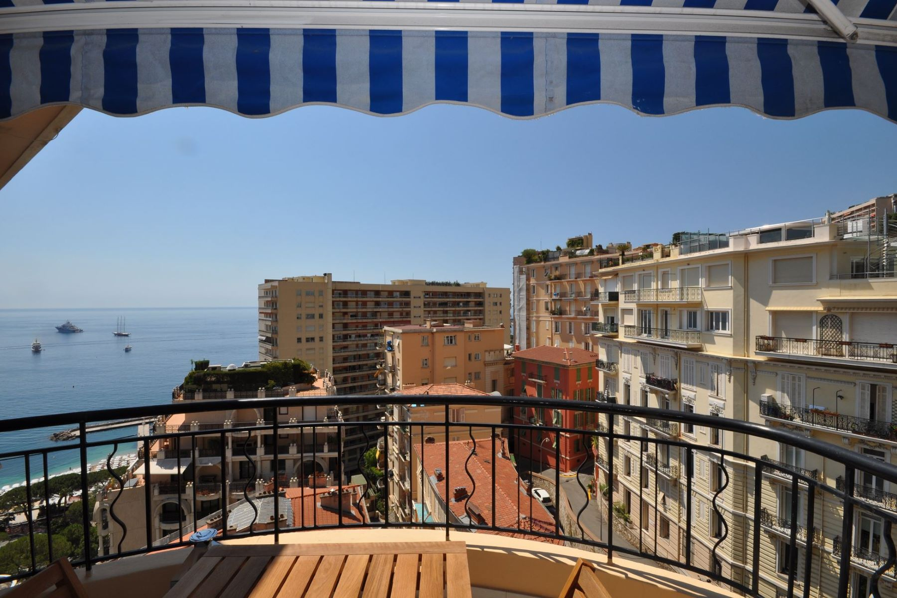 Duplex pour l Vente à Renovated Duplex roof for sale - Superb sea views. Monaco, La Condamine, 98000 Monaco