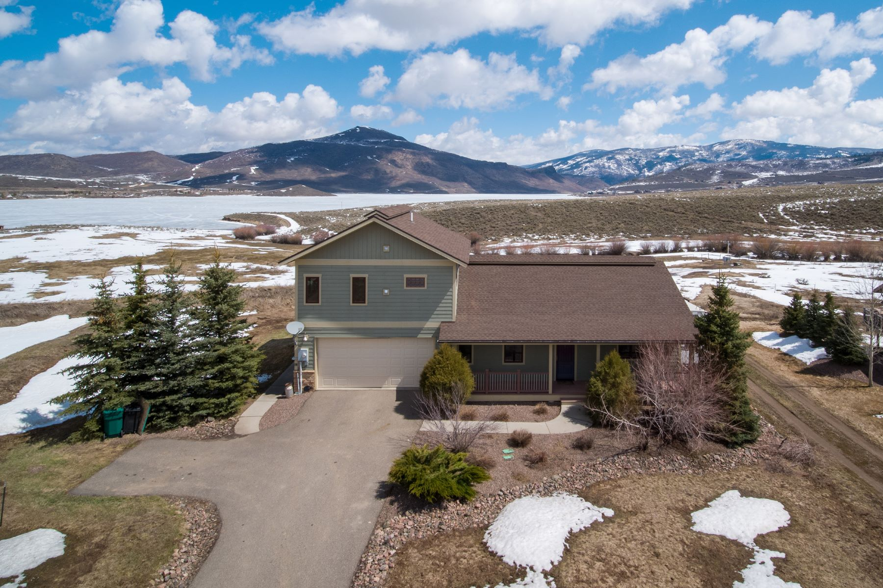 Single Family Homes for Active at Home with Lake Views 30080 Bannock Trail Oak Creek, Colorado 80487 United States