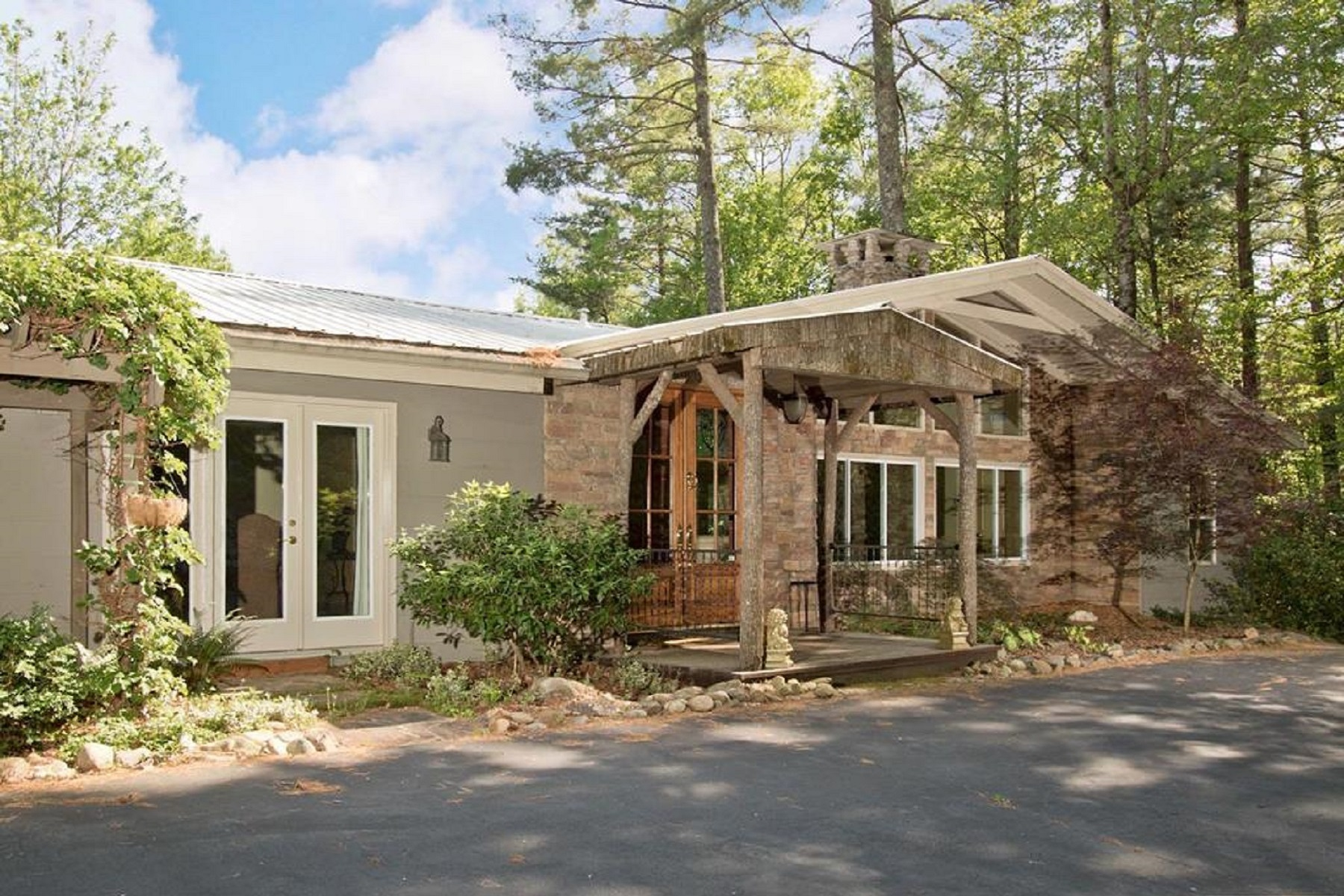 Single Family Home for Active at 2133 West Christy Trail Sapphire, North Carolina 28774 United States