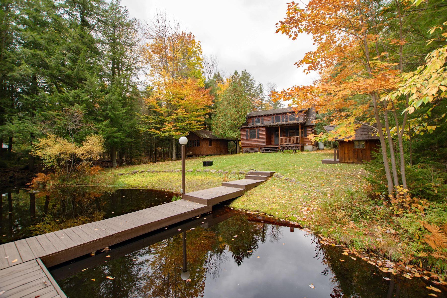 Single Family Homes för Försäljning vid Year Round Log Home on Seventh Lake 391 State Route 28, Inlet, New York 13360 Förenta staterna