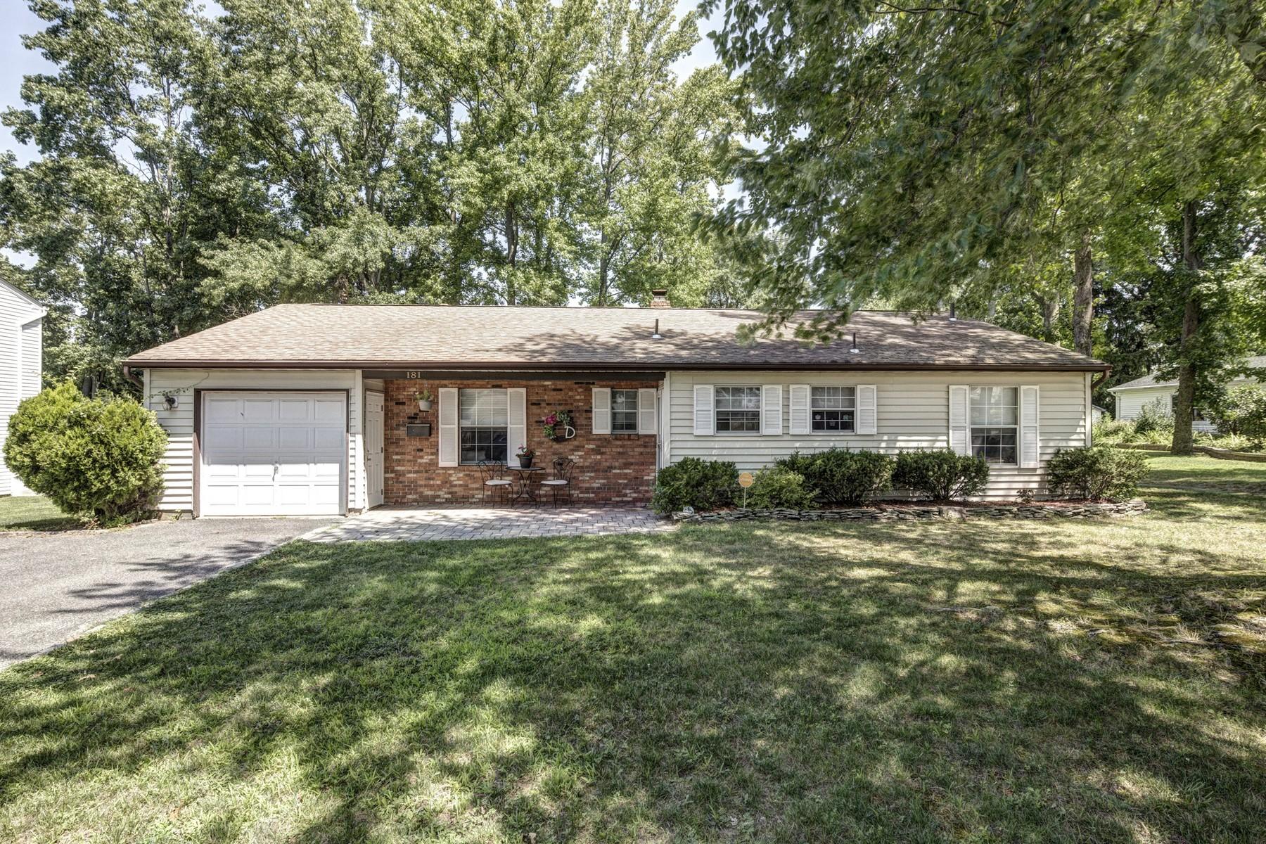 Casa Unifamiliar por un Venta en 181 Clinton Ave. Eatontown, Nueva Jersey 07724 Estados Unidos