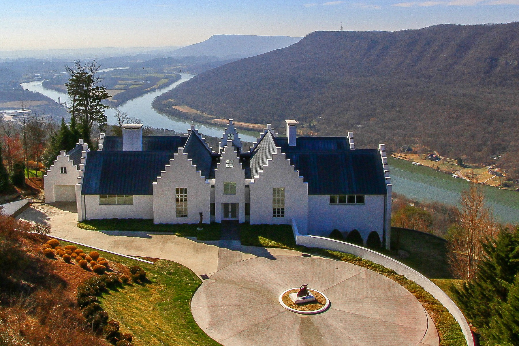 Single Family Home for Sale at Sweeping Views of the Tennessee River Gorge 8 Close Family Road Signal Mountain, Tennessee 37377 United States