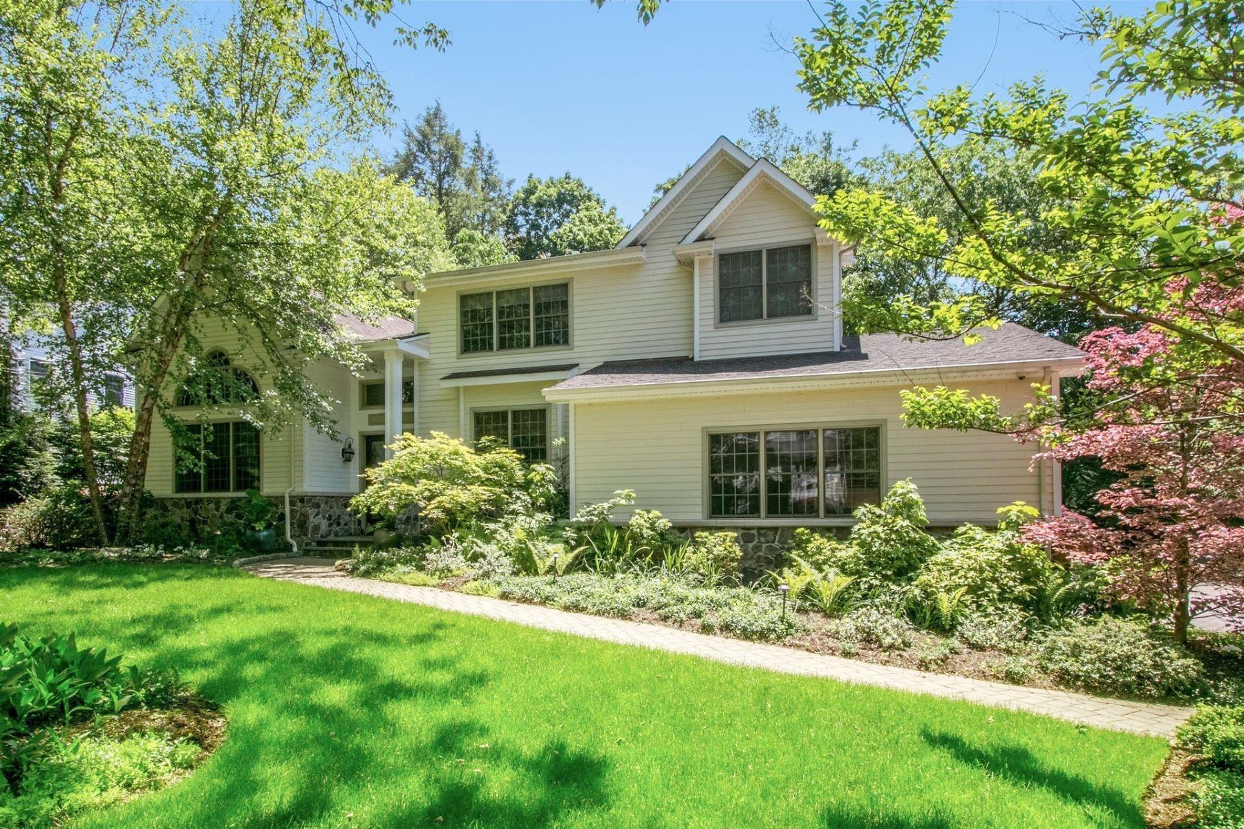 single family homes для того Продажа на Beautiful Colonial 87 Northwood Ave, Demarest, Нью-Джерси 07627 Соединенные Штаты