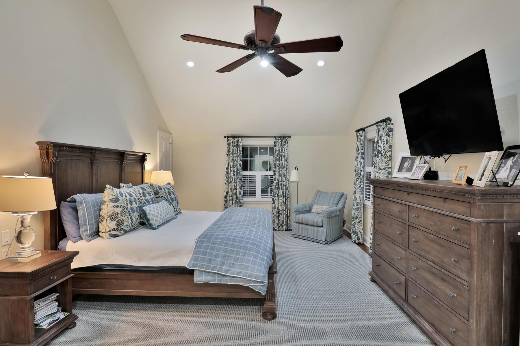 Maison unifamiliale pour l Vente à Stunning Classic Colonial 76 Heights Terr, Fair Haven, New Jersey 07704 États-Unis