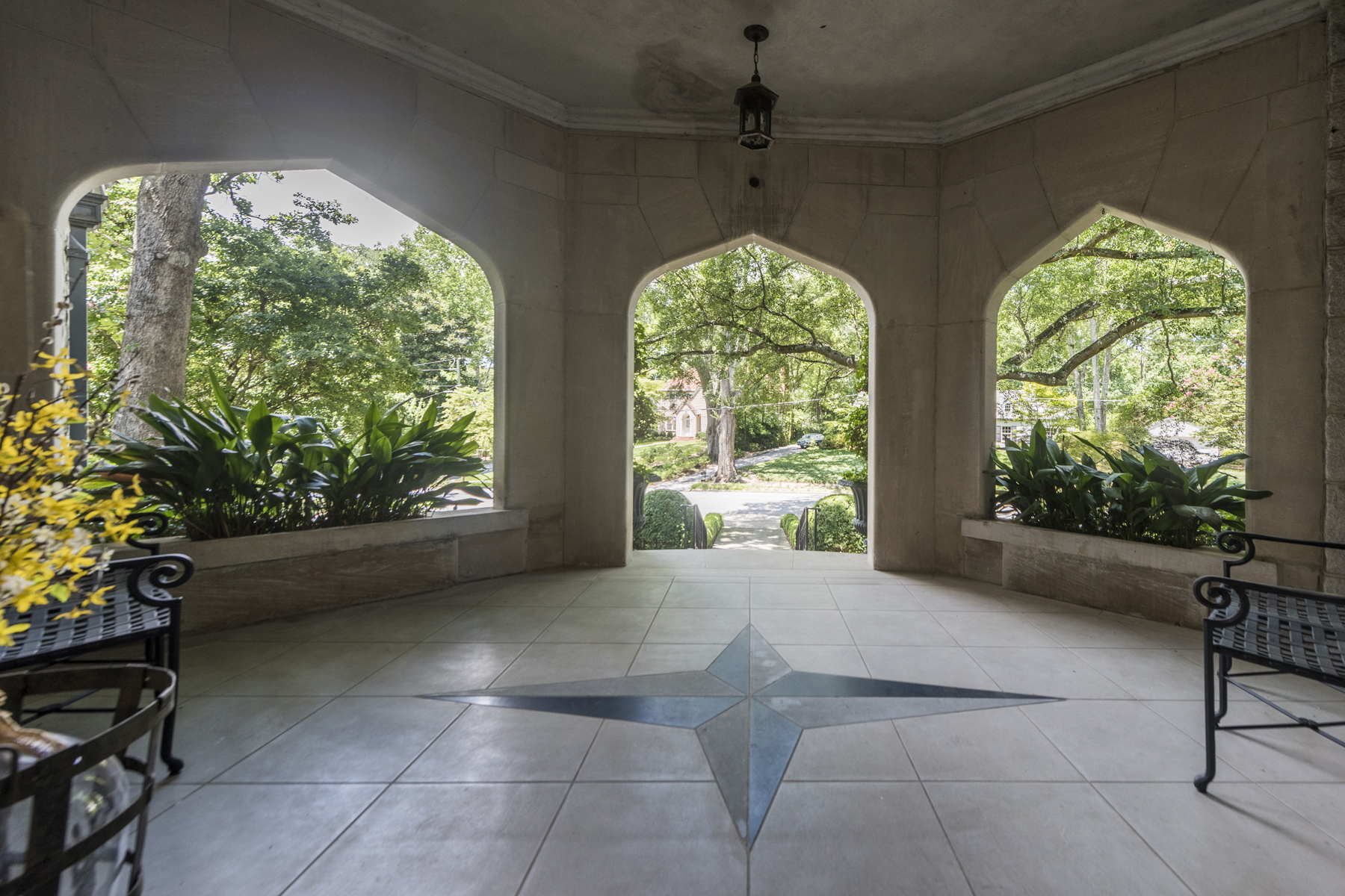 Additional photo for property listing at Older Haynes Manor Home Tastefully Updated For Today's Lifestyle 450 Manor Ridge Drive,  Atlanta, Georgia 30305 United States