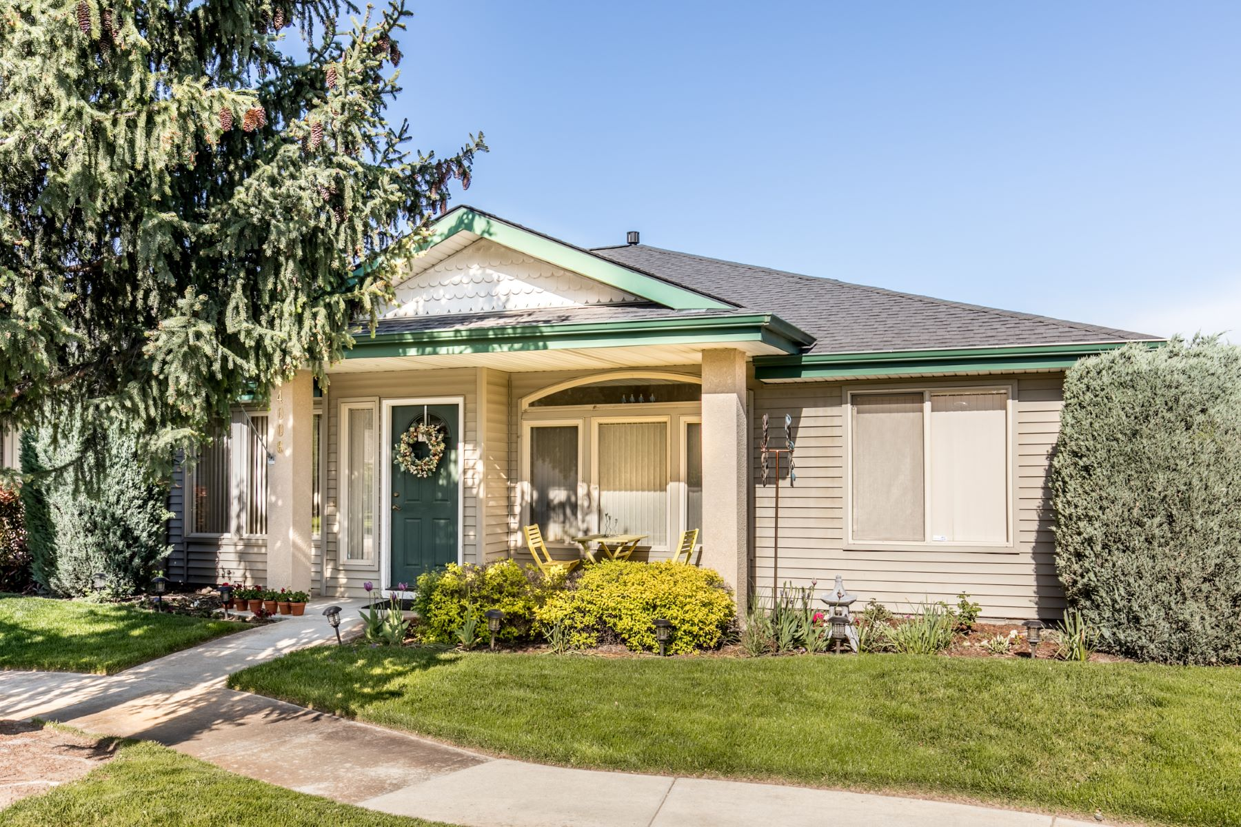 Townhouse for Active at 4006 Kessinger, Garden City 4006 Kessinger Garden City, Idaho 83703 United States