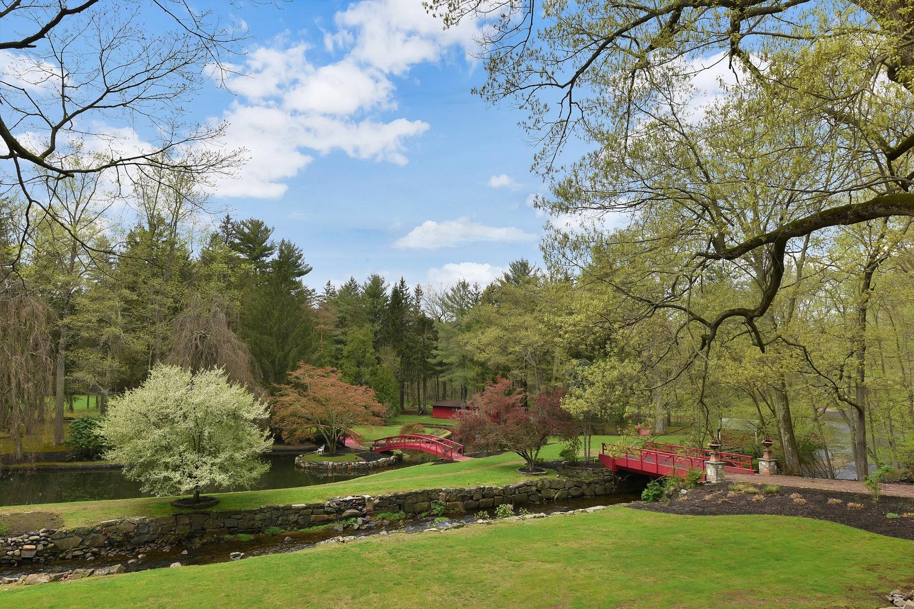 Maison unifamiliale pour l Vente à Fabulous 6 Acre Estate 37 E Saddle River Rd Saddle River, New Jersey 07458 États-Unis