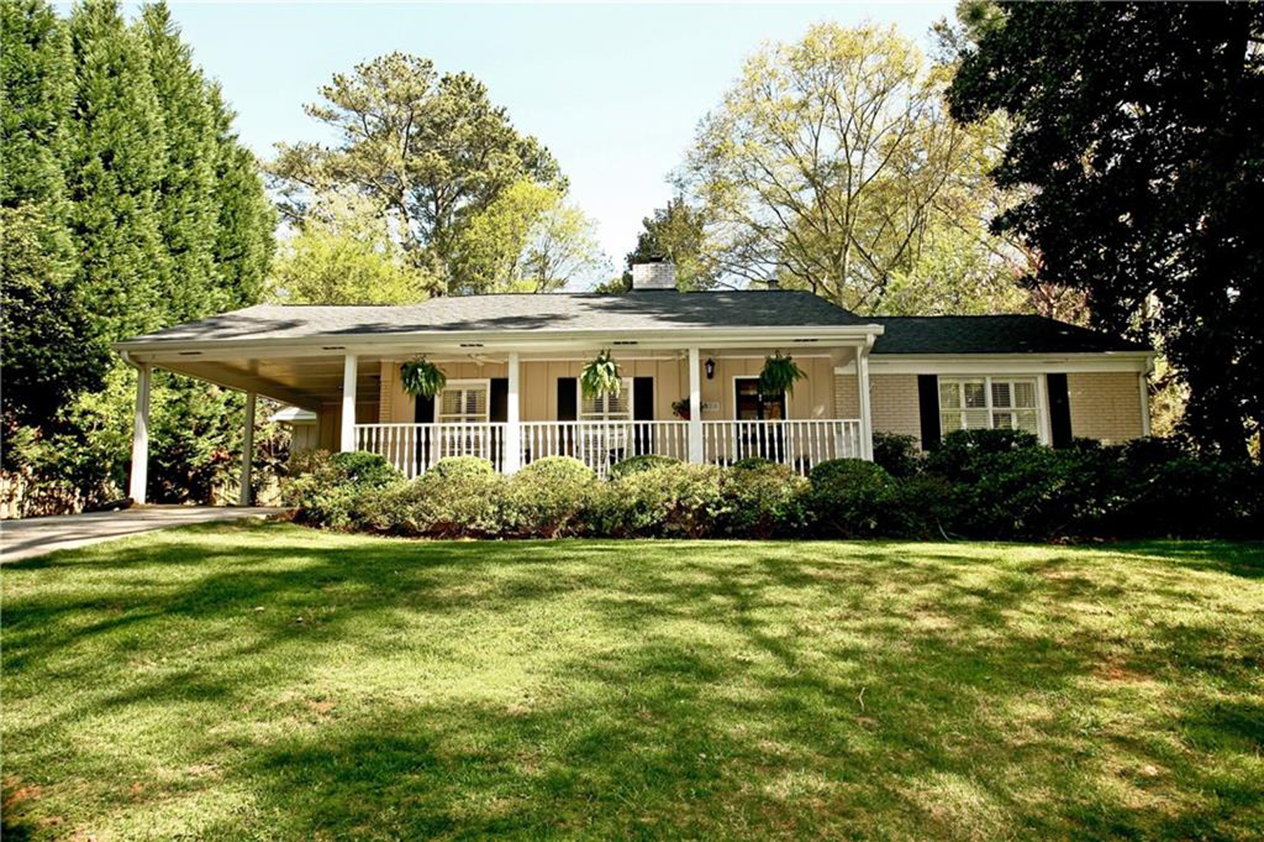 Single Family Home for Sale at Charming Meadowbrook Cottage 420 Brookfield Drive Sandy Springs, Georgia 30342 United States