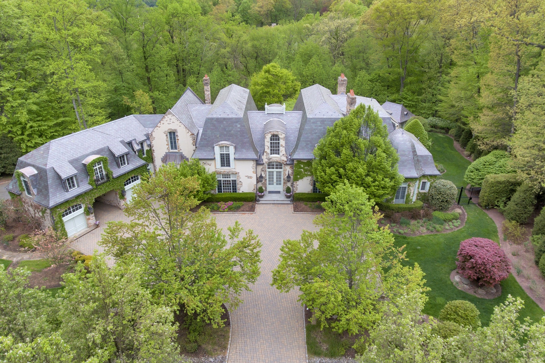 Single Family Homes pour l Vente à Country French Chateau 59 Fox Hedge Rd, Saddle River, New Jersey 07458 États-Unis