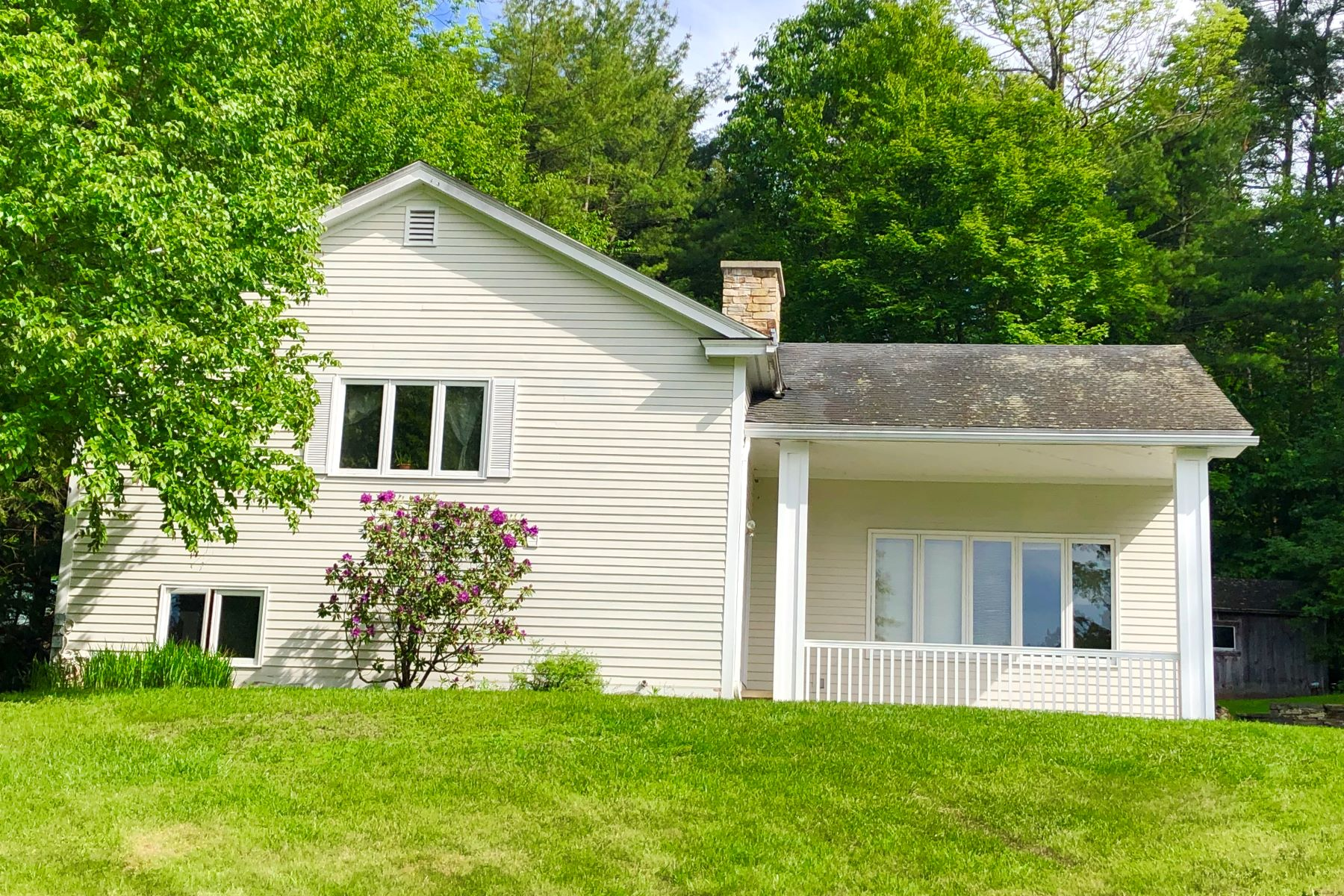 Single Family Homes for Active at Three Bedroom Split Level Home in Orford 46 Sawyer Brook Rd Orford, New Hampshire 03777 United States