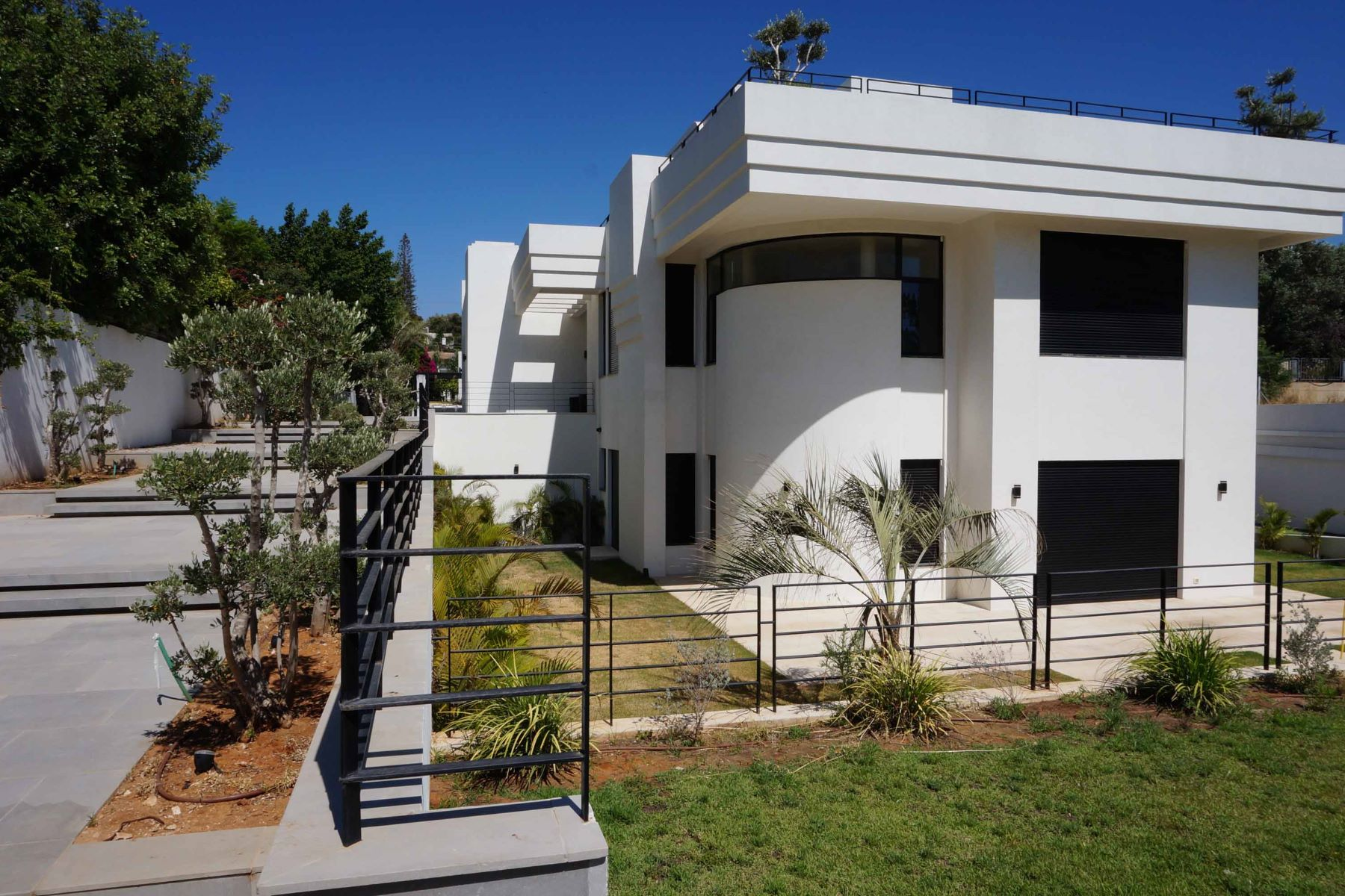 Additional photo for property listing at Exquisite Property in Kfar Shmaryahu Kfar Shmaryahu, Israel Israel