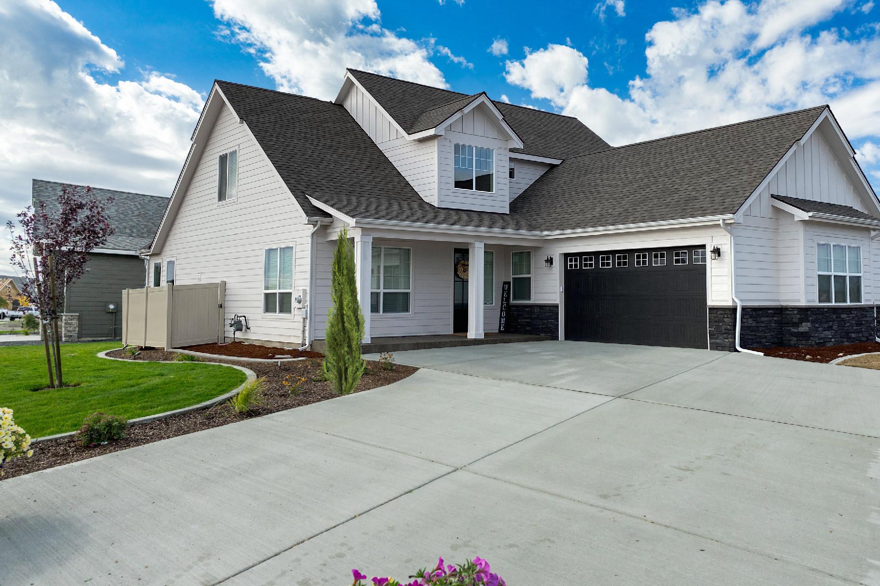 Single Family Homes für Verkauf beim The Gallatin by Architerra Homes 3043 N Backweight Loop, Post Falls, Idaho 83854 Vereinigte Staaten