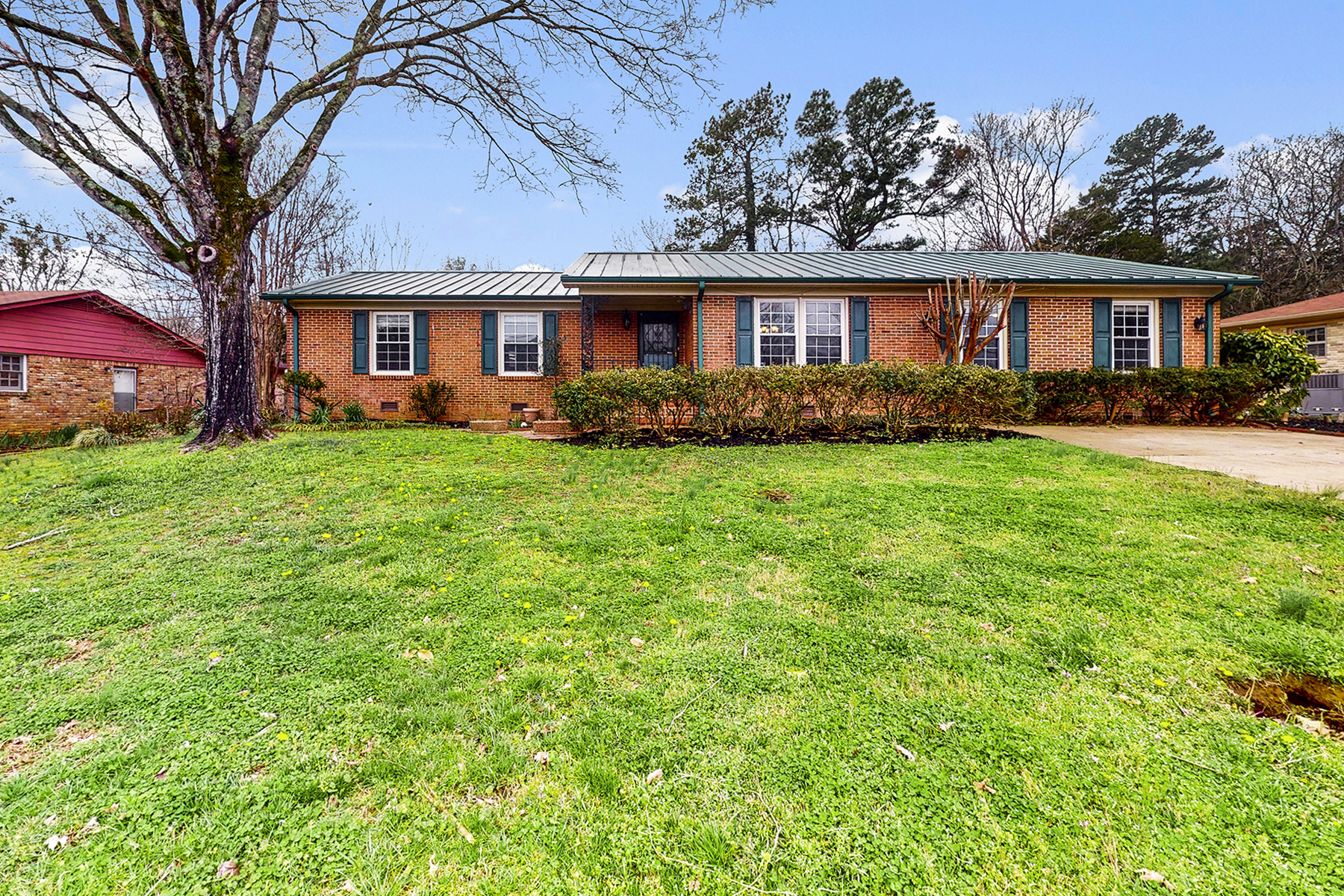 Single Family Homes para Venda às 9626 Dortmund Drive Huntsville, Alabama 35803 Estados Unidos