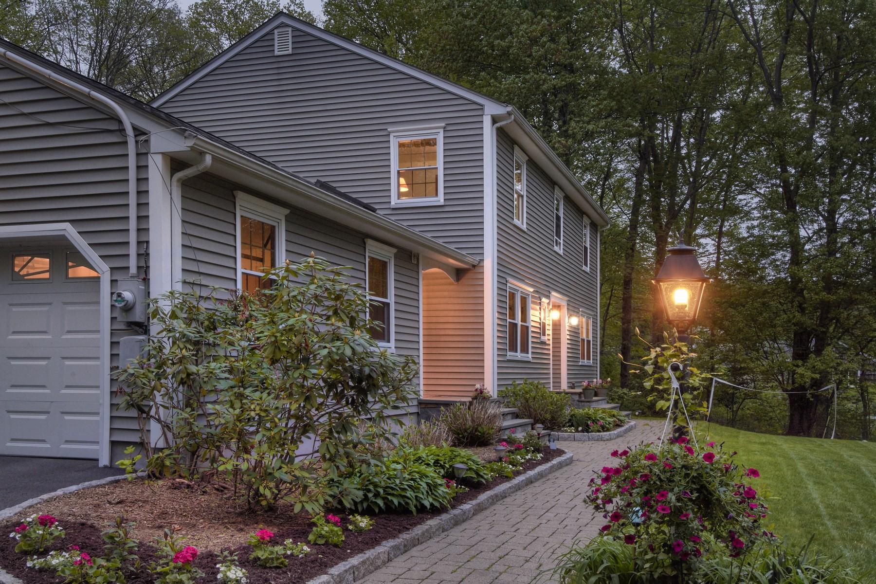 Single Family Homes för Försäljning vid Dream Colonial in Yorktown Schools! 245 Chadeayne Road, Yorktown, New York 10562 Förenta staterna