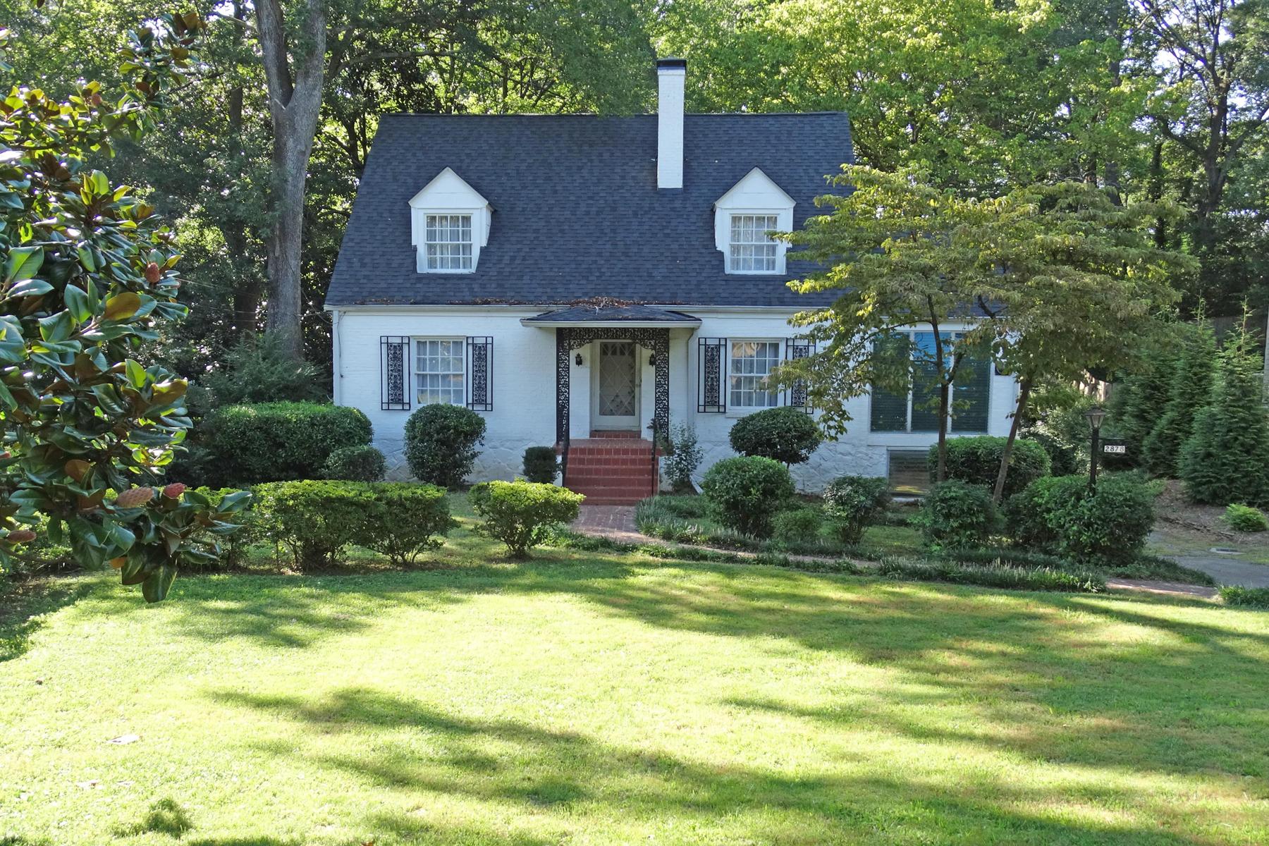 Частный односемейный дом для того Аренда на Sweet 1940's Garden Hills Cape Cod 2878 N Hills Drive NE Atlanta, Джорджия 30305 Соединенные Штаты