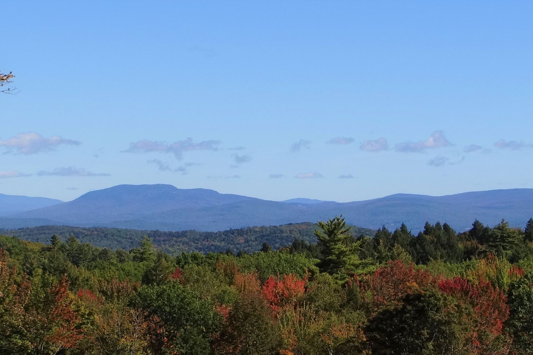 Single Family Homes for Sale at Top of the world, take in your panoramic views 1506 New Boston Rd Norwich, Vermont 05055 United States