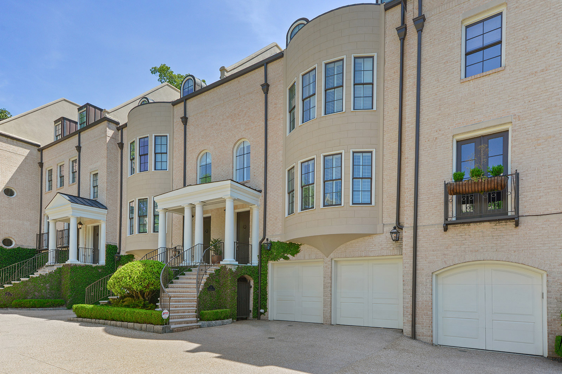 Townhouse for Sale at Spacious, Elegant and Ideally Located Townhome in the Heart of Buckhead 92 Old Ivy Rd 9 Atlanta, Georgia 30342 United States