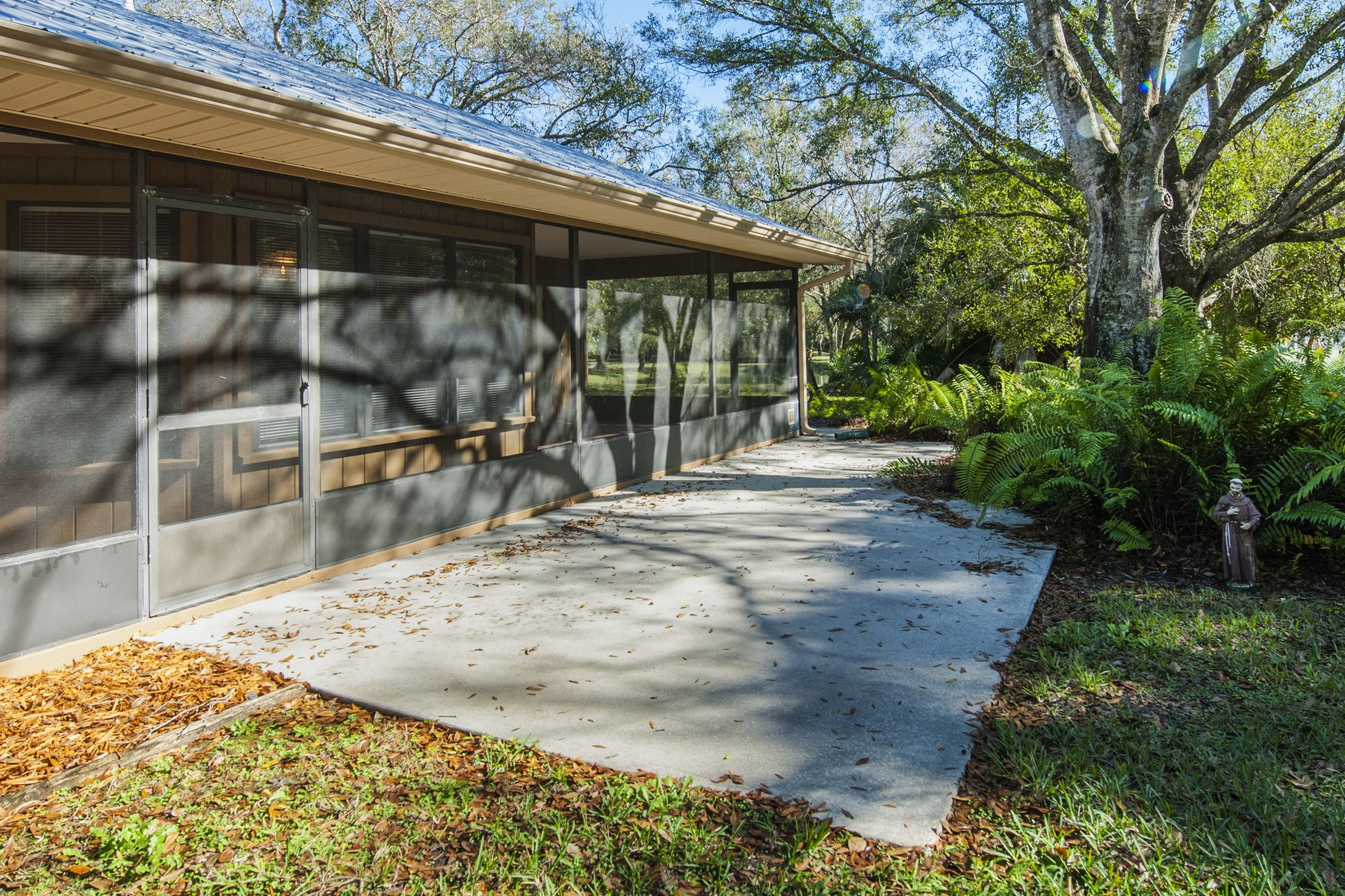 Additional photo for property listing at Peaceful estate in Indian River Farms 6365 45th Street Vero Beach, Florida 32967 United States