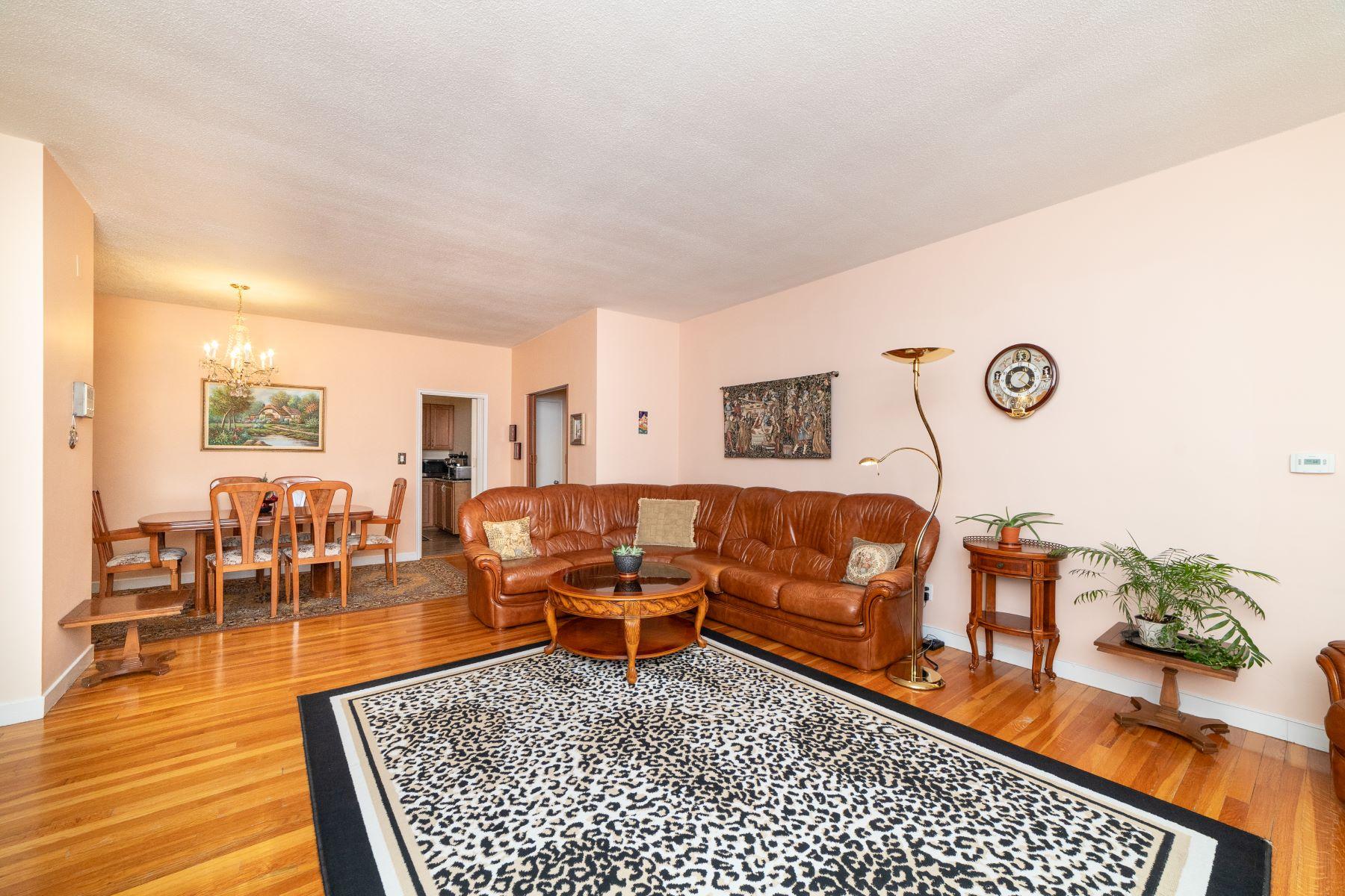 Condominiums for Active at 573 Washington St 29 Brookline, Massachusetts 02446 United States