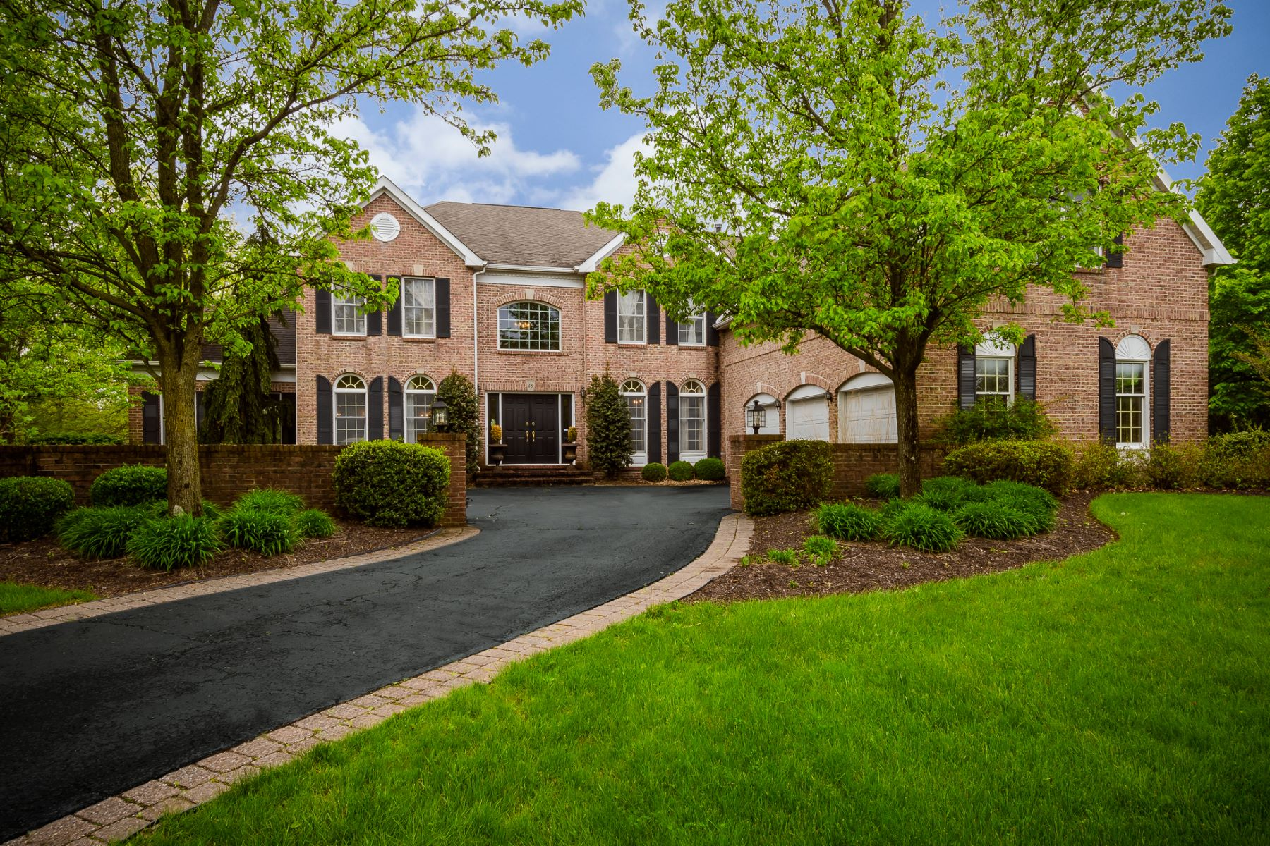 Additional photo for property listing at Nothing Short Of Exquisite in Bedens Brook Estates 28 Green Meadow Road, Skillman, New Jersey 08558 Stati Uniti