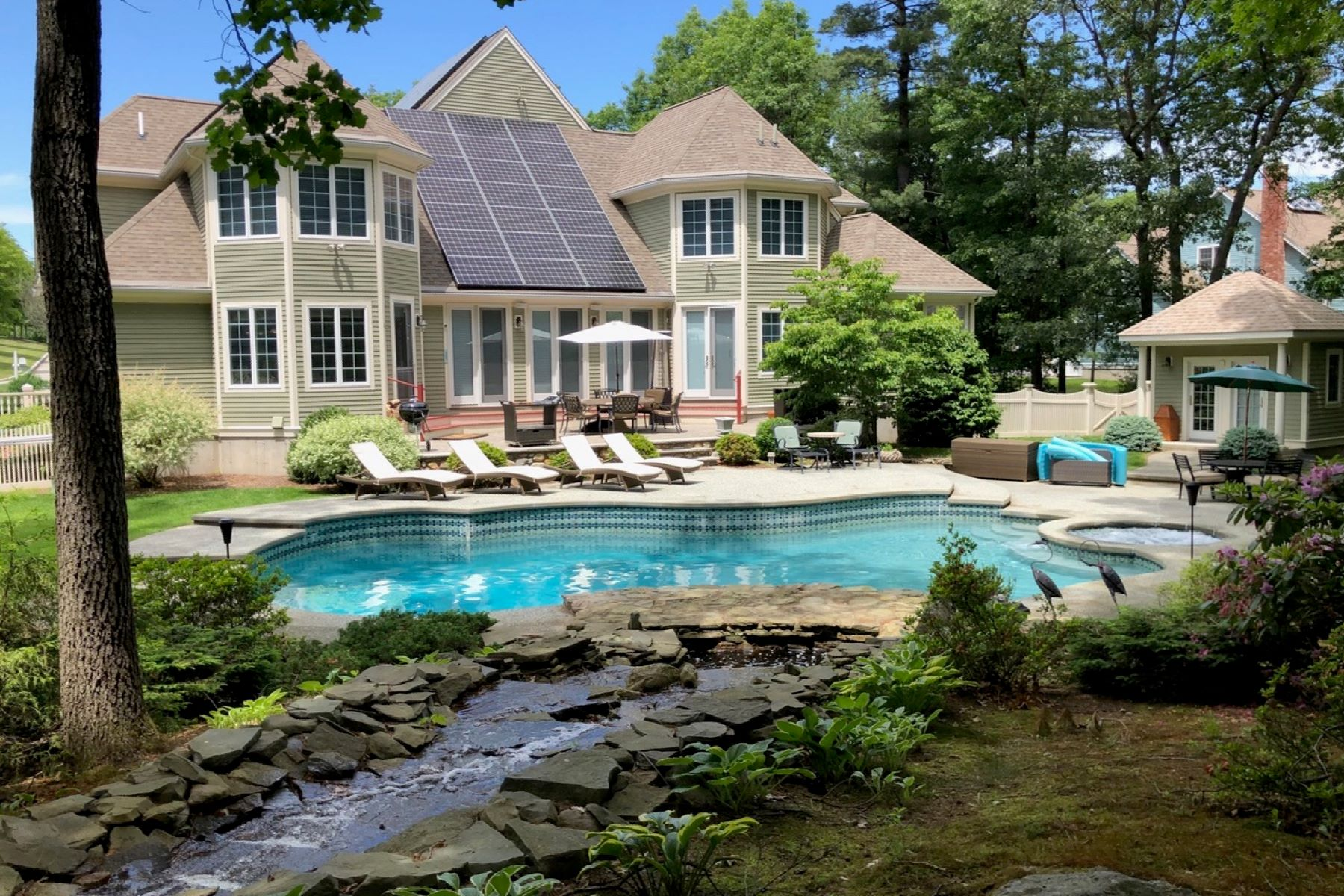 Single Family Homes for Active at 39 Robinson Drive, Bedford 39 Robinson Dr Bedford, Massachusetts 01730 United States