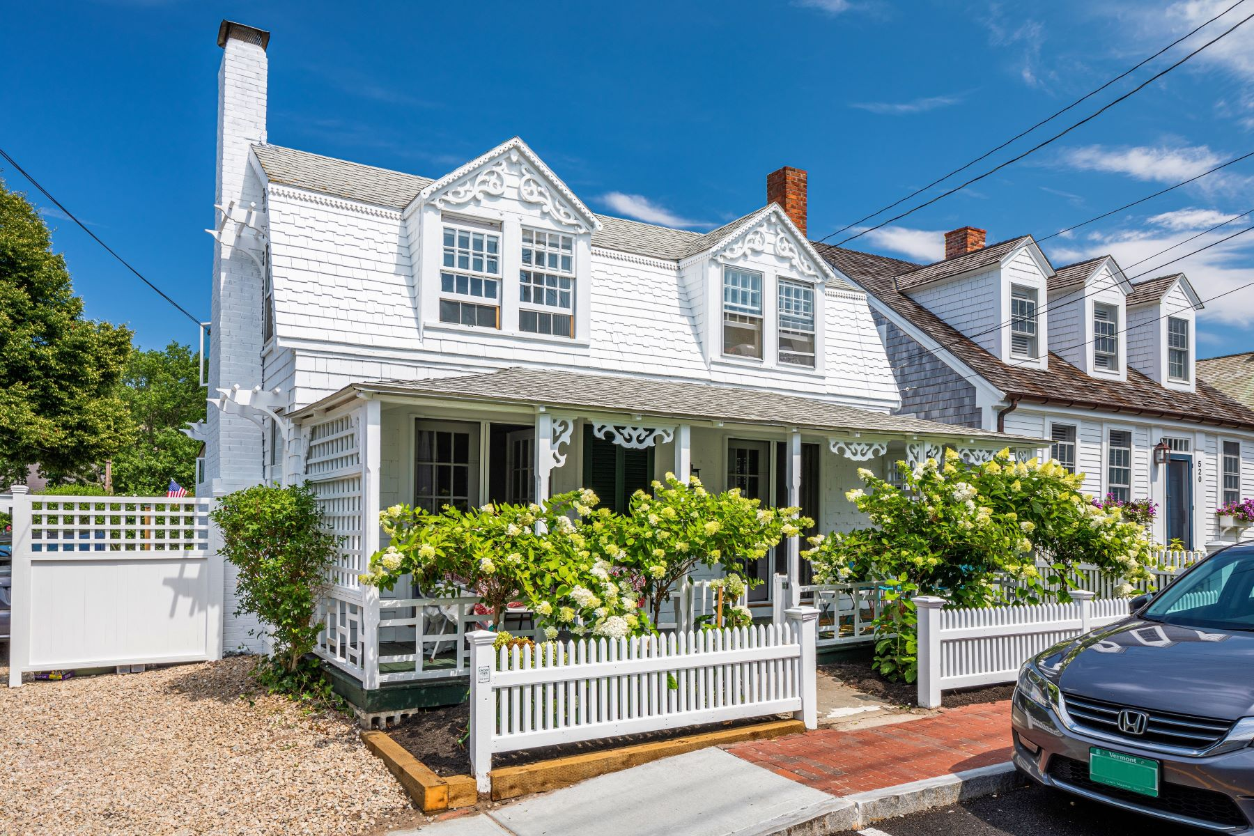 Single Family Homes por un Venta en Enchanting historic home 518 Commercial Street Provincetown, Massachusetts 02657 Estados Unidos