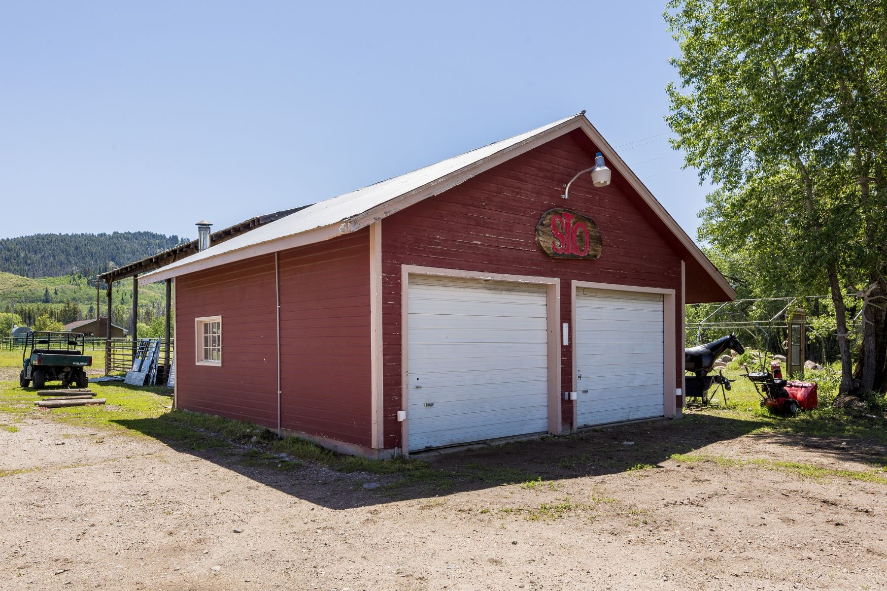 Additional photo for property listing at Prime Horse Property 27400 RCR 64 Clark, Colorado 80428 United States