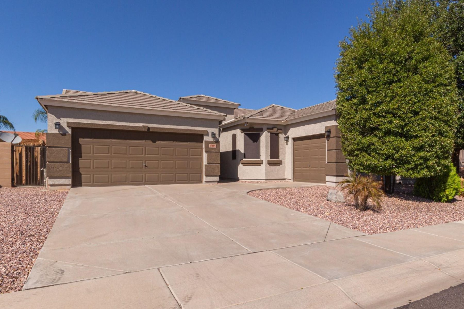 Single Family Homes por un Venta en Sierra Montana 17464 W GELDING DR Surprise, Arizona 85388 Estados Unidos