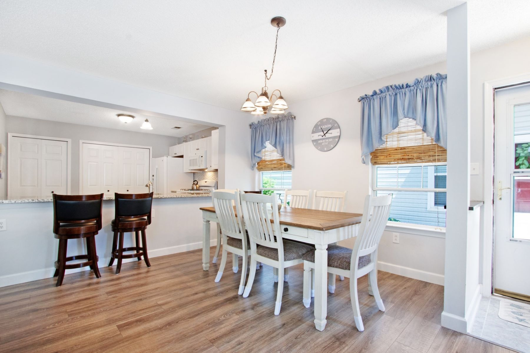 Condominiums para Venda às Stunning Park Place II Condominium 7 Madison Court, Tinton Falls, Nova Jersey 07712 Estados Unidos