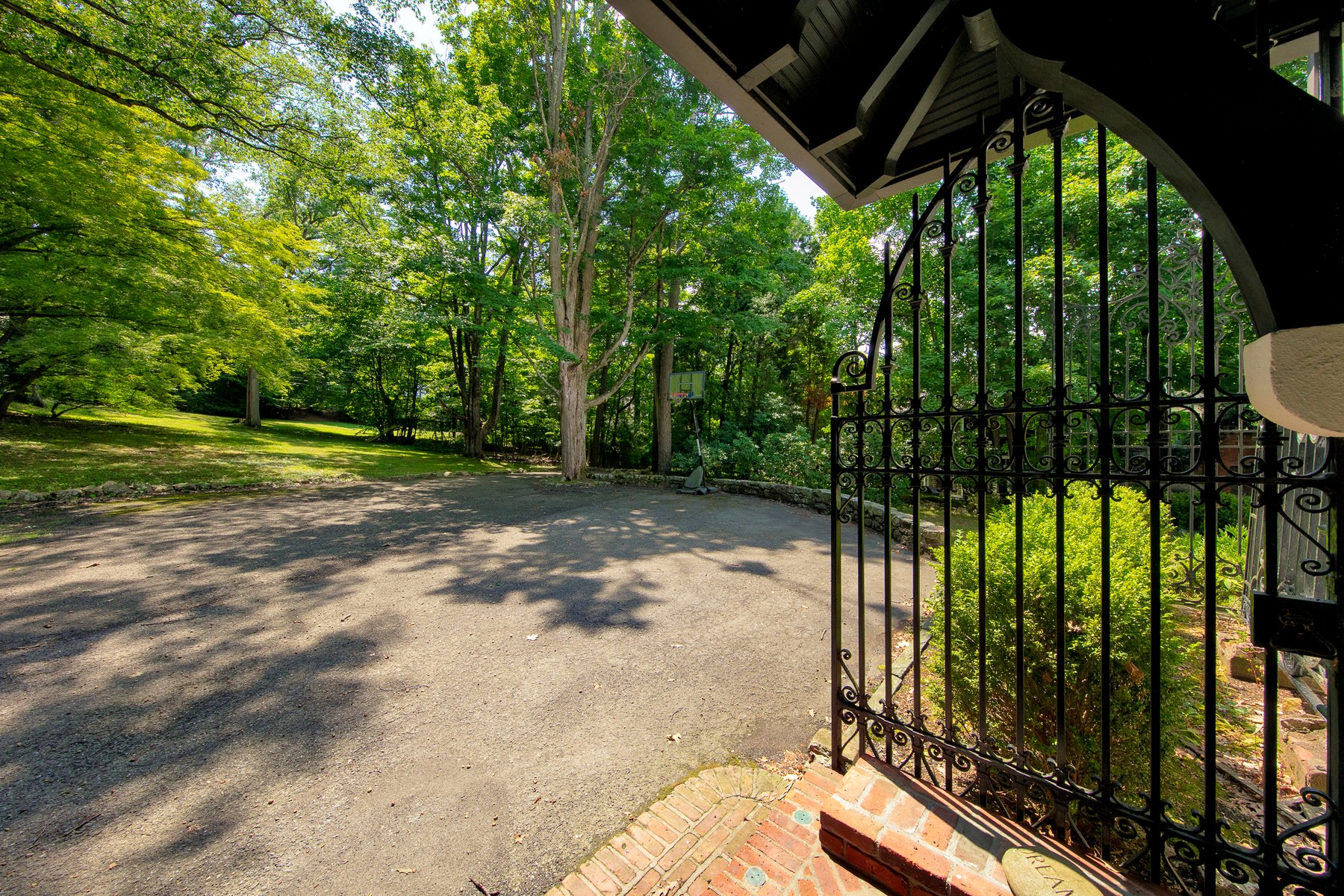 Additional photo for property listing at Lorillard Cottage 130 Continental Road Tuxedo Park, New York 10987 United States