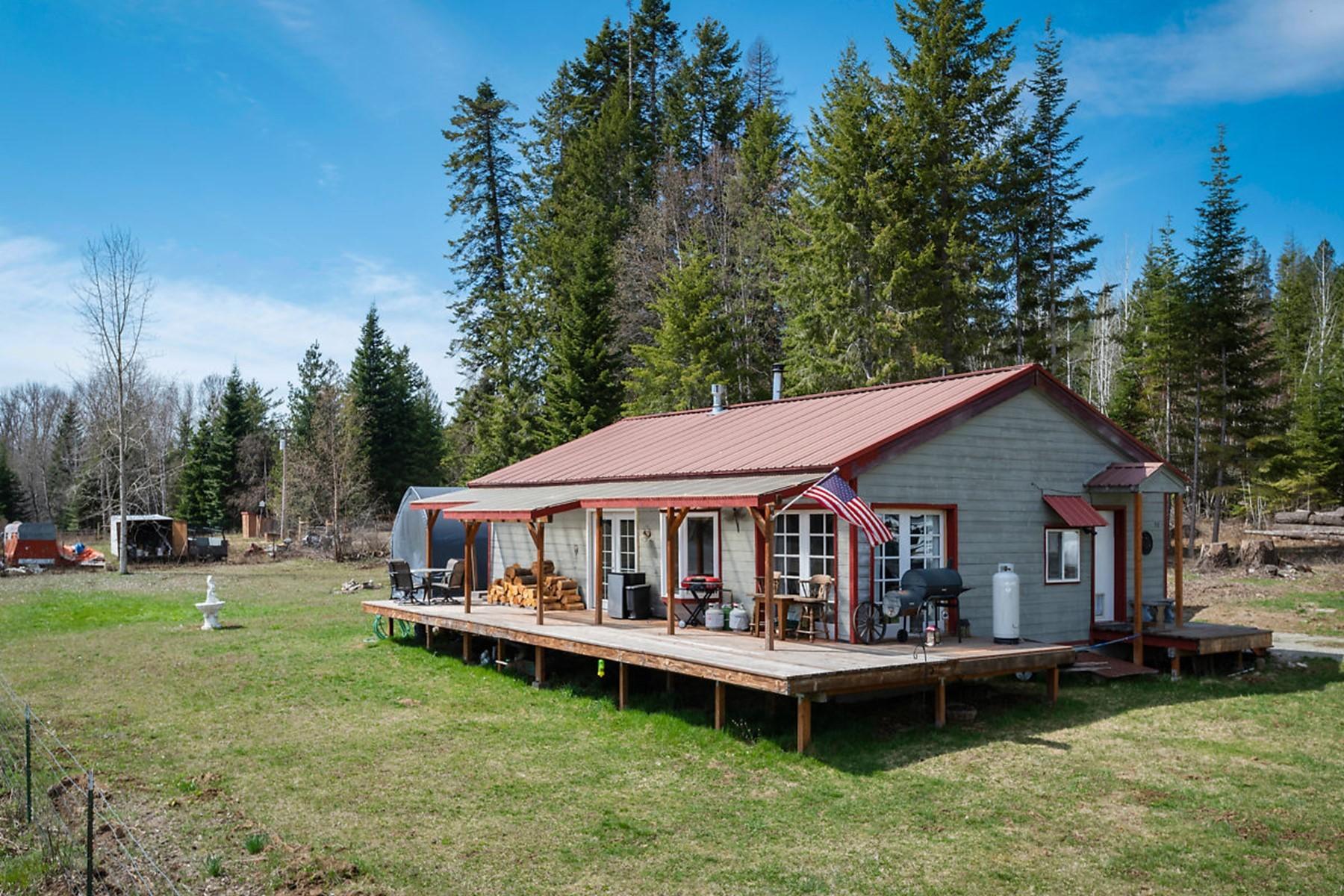 Single Family Homes por un Venta en Rare Gem With River and Mountain Views 30 Robertson Laclede, Idaho 83841 Estados Unidos