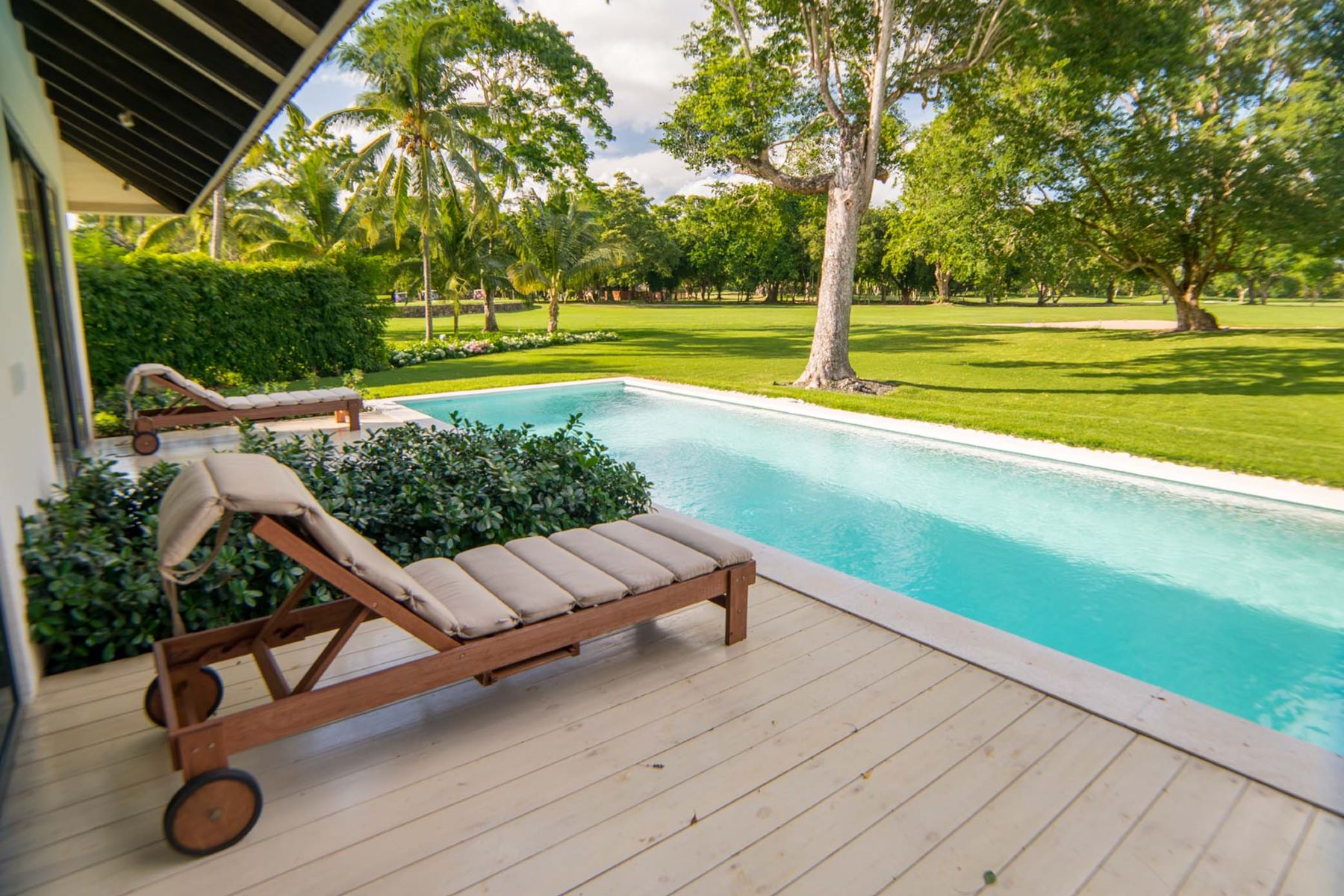 Additional photo for property listing at An exquisite double-lot estate close to the sea Casa De Campo, La Romana Dominican Republic